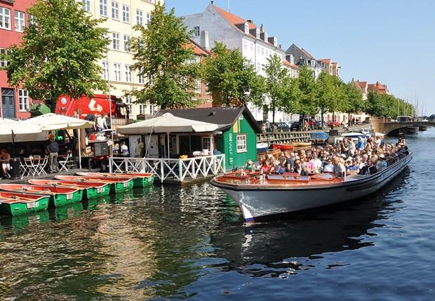 Canal Tours og Strömmas sightseeingbusser i København kan blive ramt af konflikt fra 23. august, oplyser HK. Foto: Strömma.