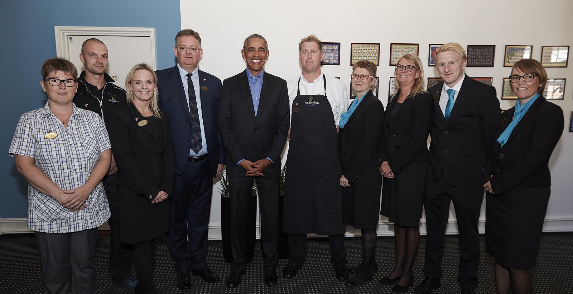 Barack Obama med lederteamet på Hotel Koldingfjord – hotellets direktør, Peder J. Madsen, er nummer fire fra venstre. Foto: Hotel Koldingfjord.