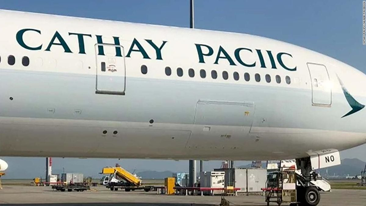 Boeing B777-flyet fra Cathay Pacific med det forkert stavede Pacific. Facebook-foto fra Cathay Pacific.