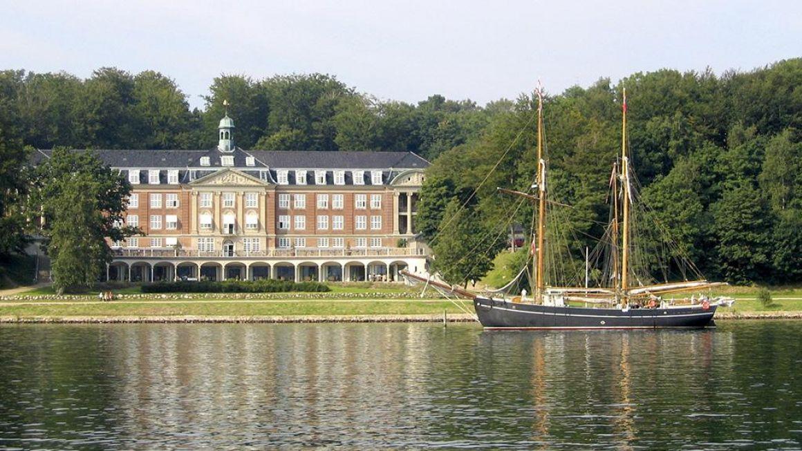4-stjernede Hotel Koldingfjord har 132 værelser i sine fredede bygninger og har navnlig stor omsætning på sit konferenceområde, Foto: VisitKolding.dk