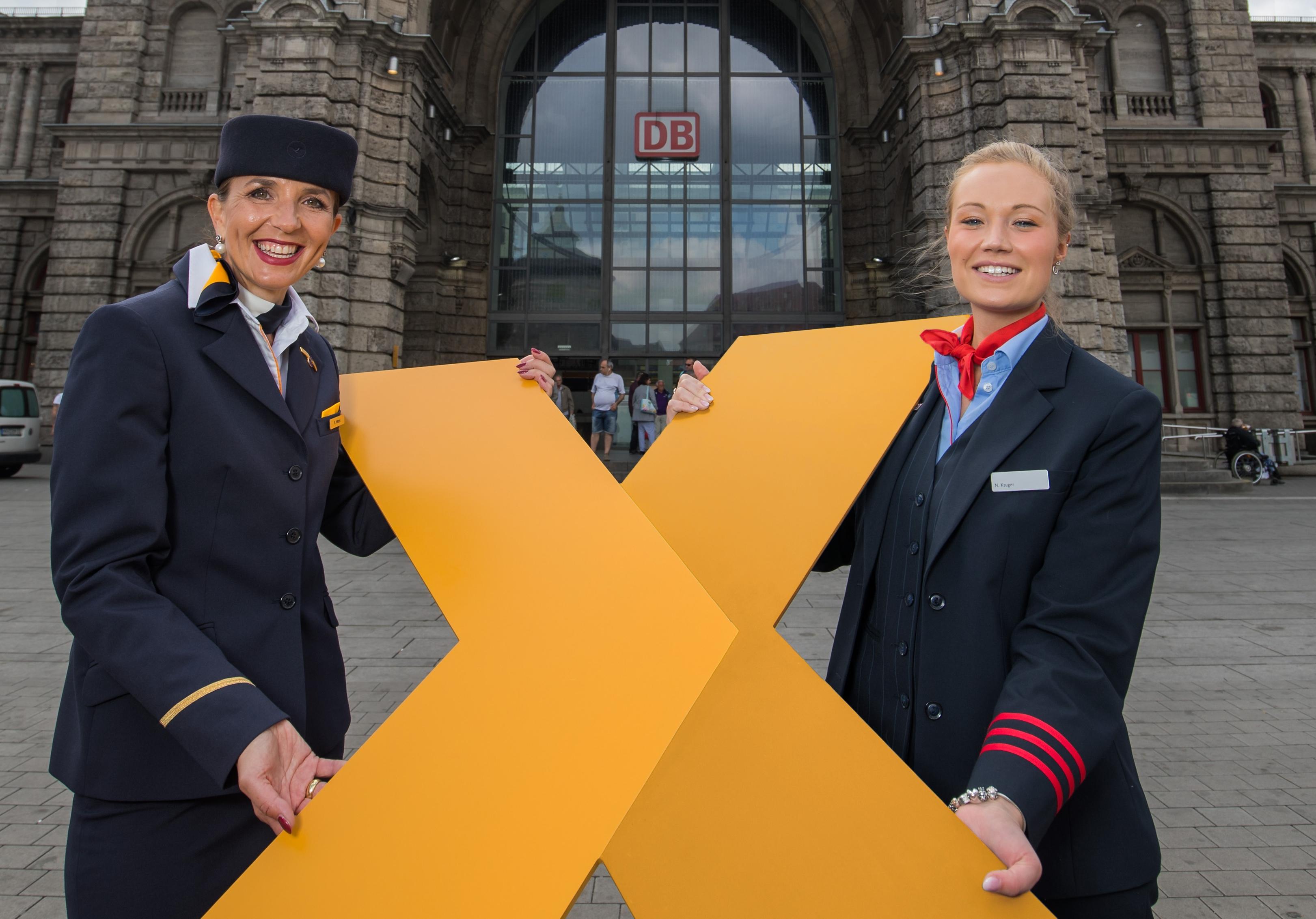 Medarbejdere fra Lufthansa og Deutsche Bahn reklamerer for den udvidede samarbejdsmulighed indenfor Tyskland. PR-foto fra Lufthansa.