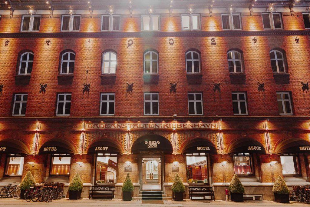 Bygningen med Ascot Hotel i det centrale København stammer fra 1933, hvor den blandt andet har huset en offentlig badeanstalt. Foto: Ascot Hotel.