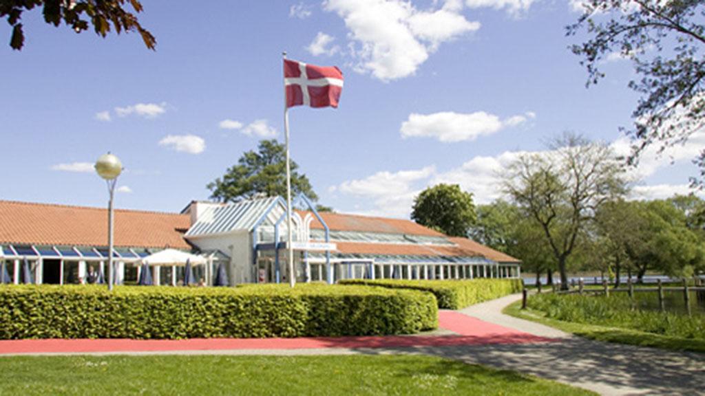 Golf Hotel Viborg, der nu bliver en del af Danske Hoteller, har 134 værelser samt konferencefaciliteter ud til Viborgs søer. Foto: VisitViborg.