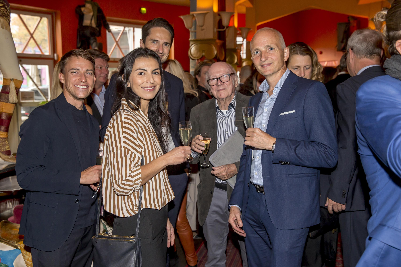 Gæster til onsdagens Danish Travel Awards i foyeren i Cirkusbygningen inden dørene til selve salen blev åbnet. Foto: Michael Stub.