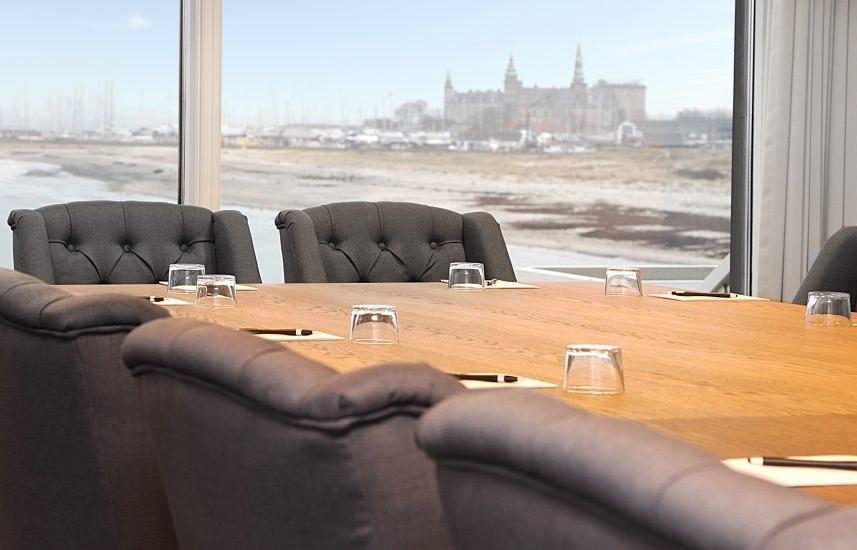 Mødelokale på Marienlyst Strandhotel ved Helsingør – med Kronborg i baggrunden. Foto: Marienlyst Strandhotel.