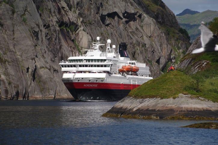 Et af Hurtigrutens skibe. (Foto: Hurtigruten/PR)