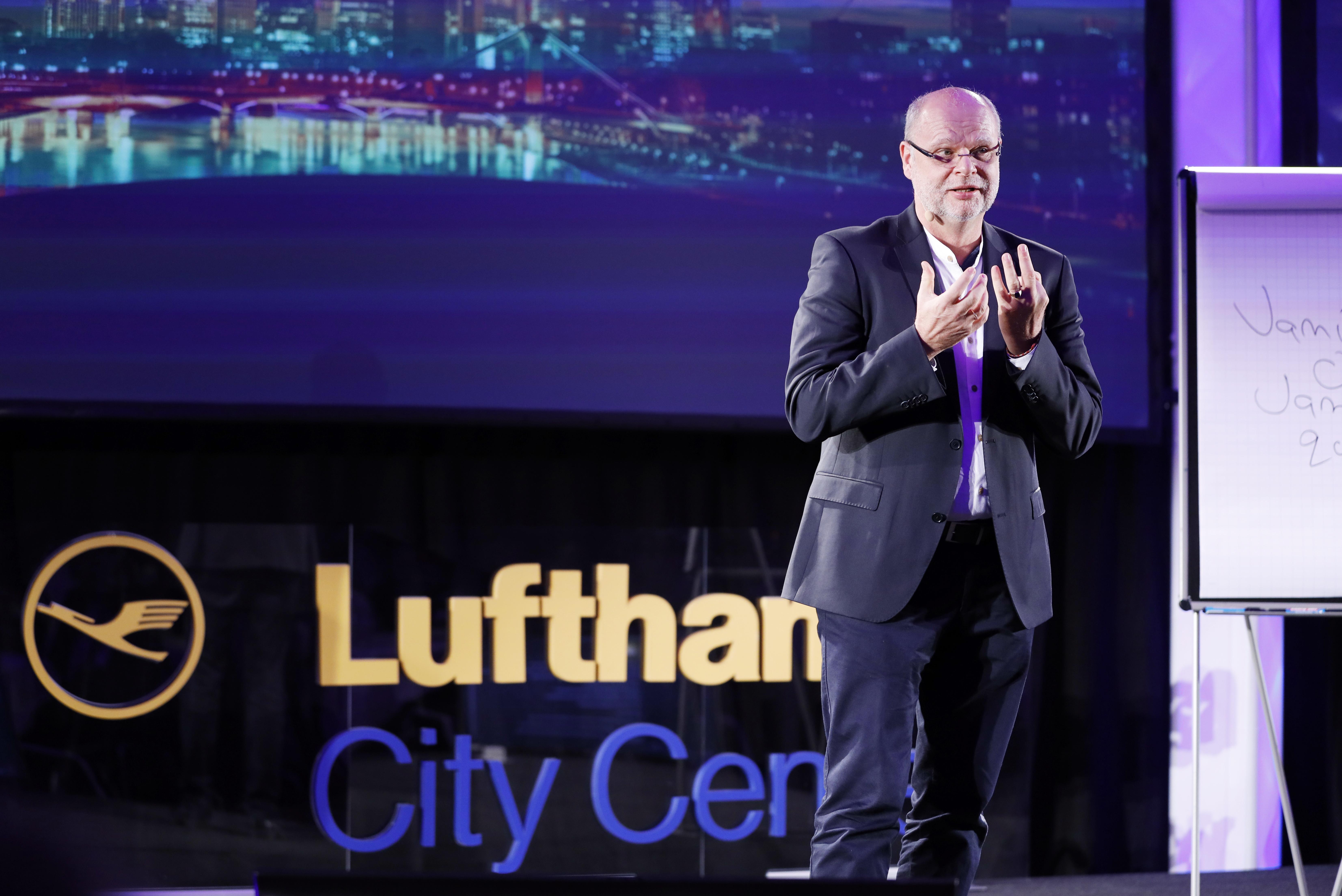 Uwe Müller, administrerende direktør for Lufthansa City Center, ved det årlige topmøde forleden i Frankfurt. Foto: Lufthansa City Center.