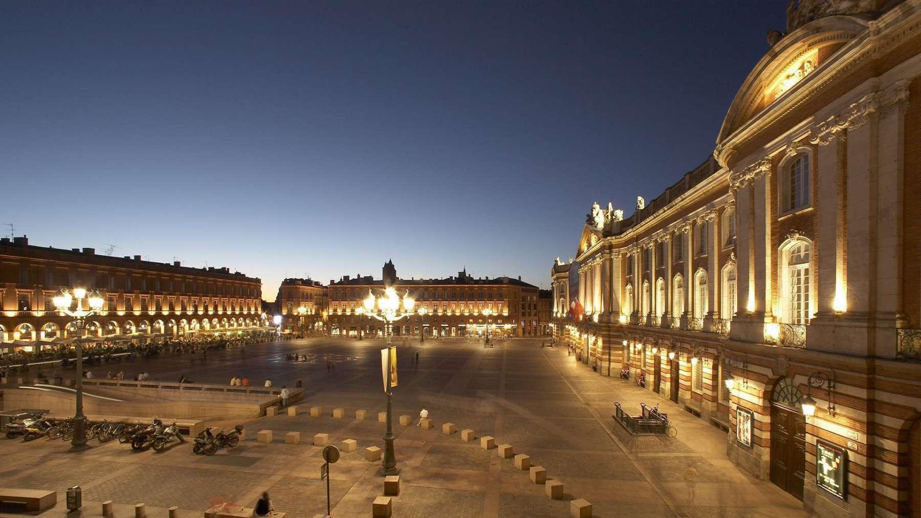 Det centrale Toulouse med Place du Capitole. Foto: Grand-hotel-opera.com