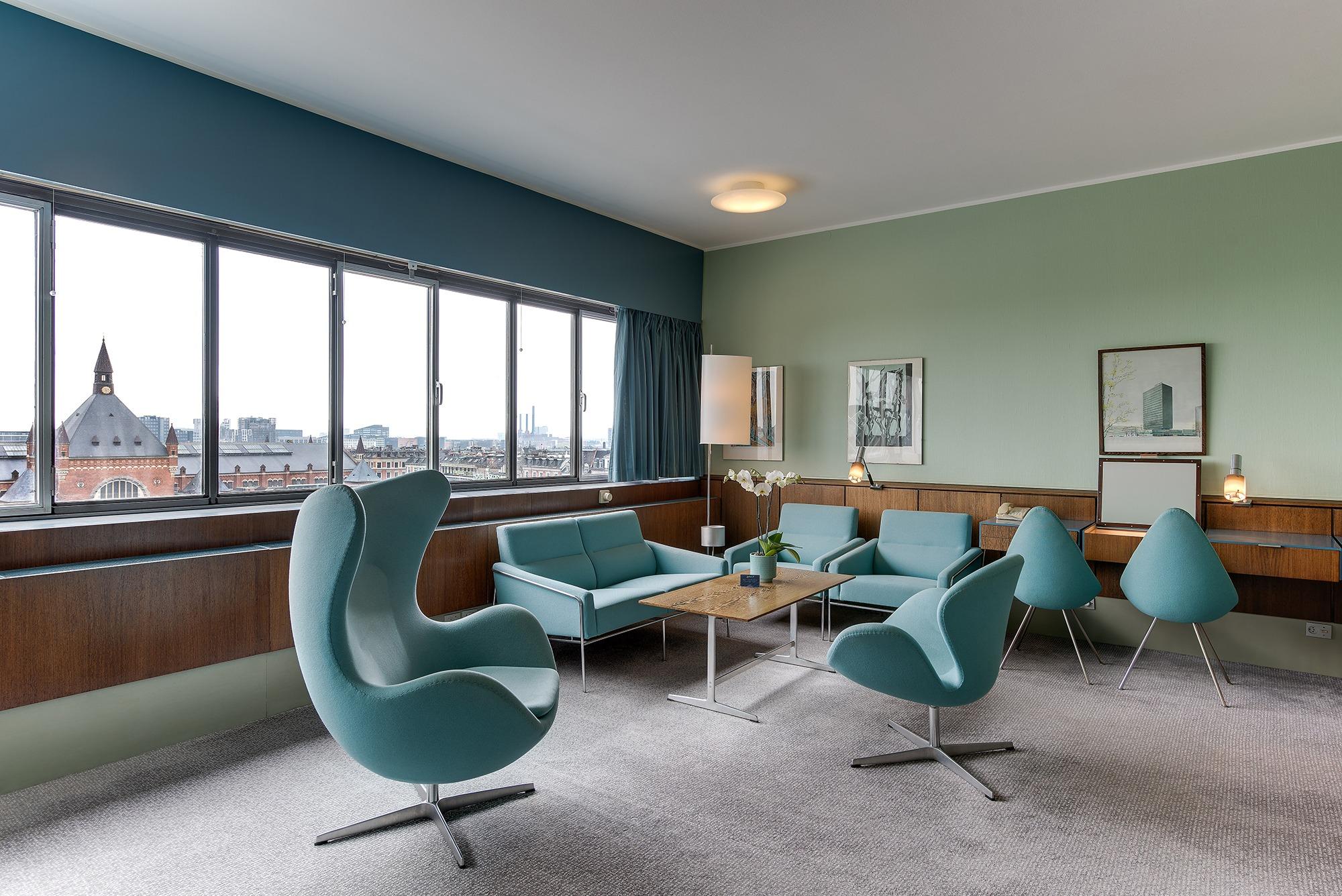 Det ikoniske værelse 606 på Royal Hotel er bevaret nøjagtigt, som det blev designet af Arne Jacobsen. Det udlejes ikke mere og er dermed formentlig Danmarks eneste museumsværelse på et hotel. PR-foto fra Radisson Collection Royal Hotel.