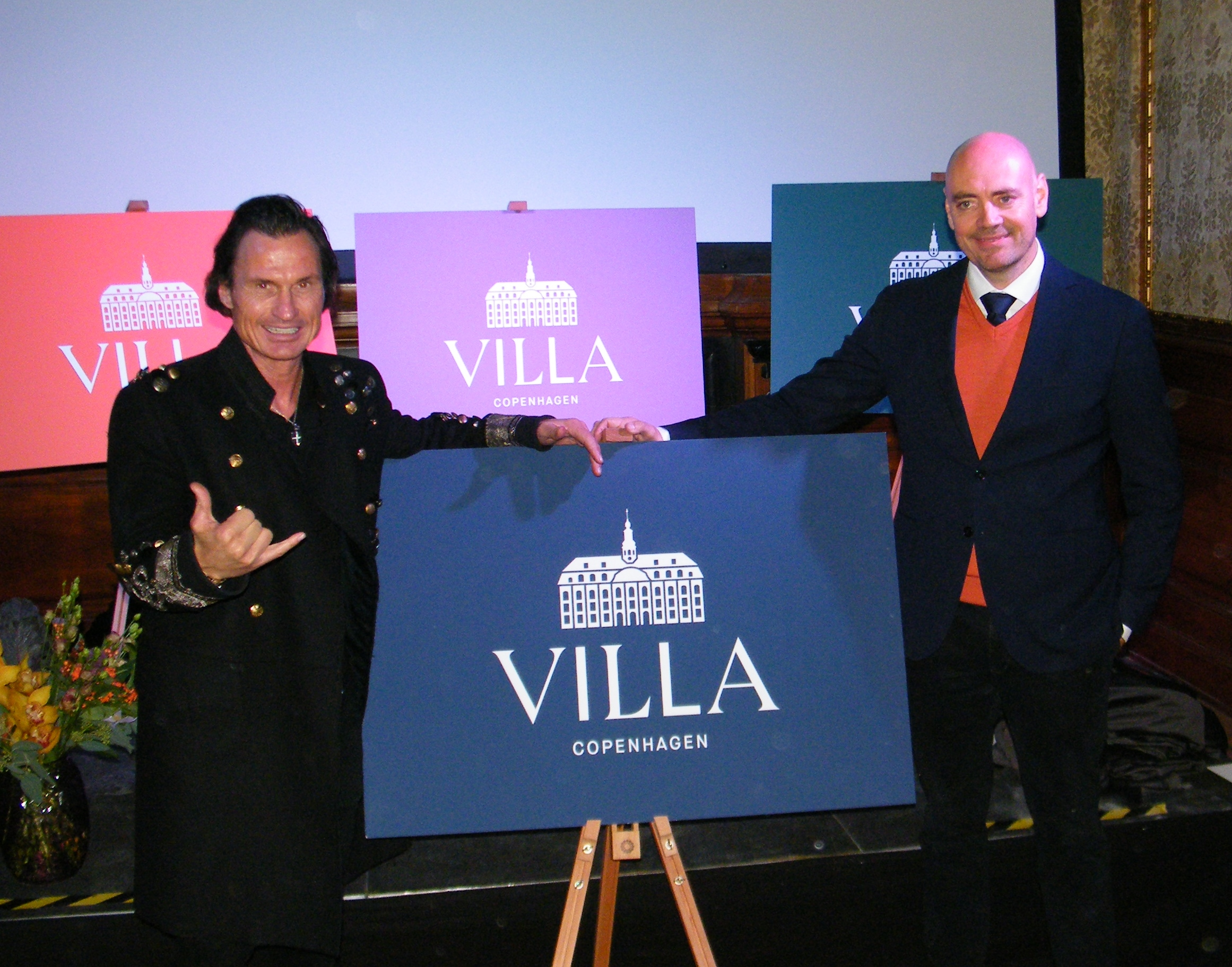 Ejer af Nordic Choice Hotels, Petter Stordalen, til venstre, ved onsdagens præsentation af Villa Copenhagen sammen med hotellets direktør, Peter Høgh Pedersen. Foto: Henrik Baumgarten.