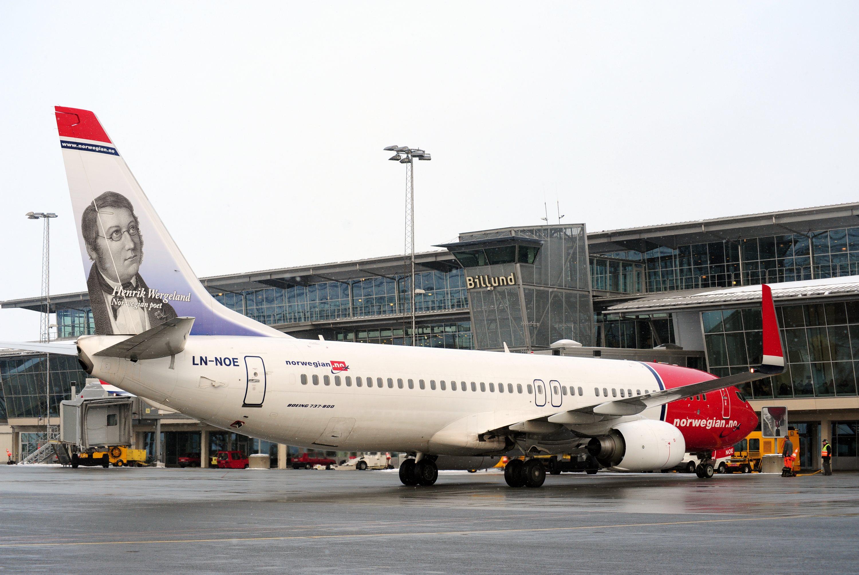 Arkivfoto fra Billund Lufthavn med fly fra Norwegian.