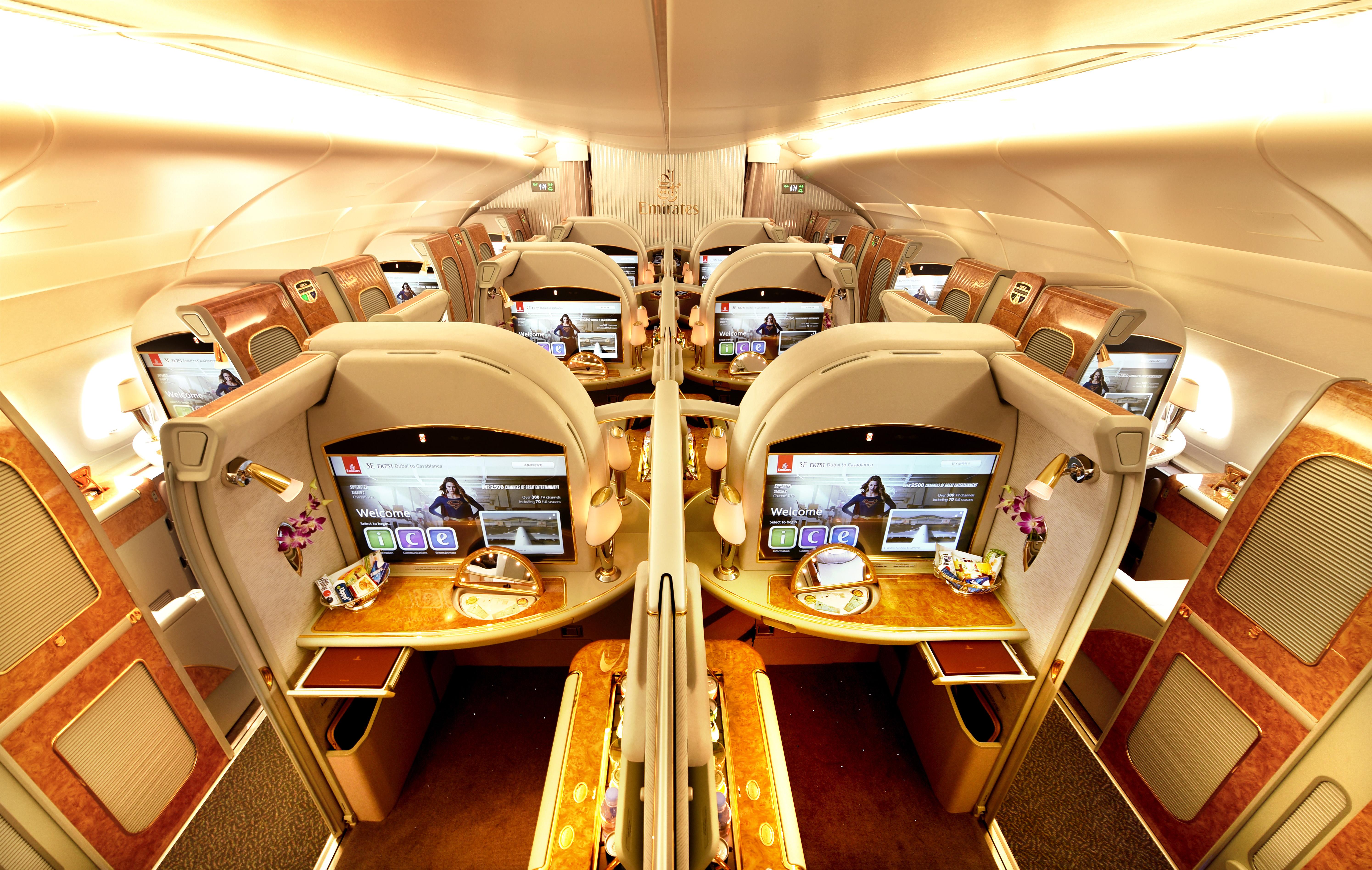 Et kig ind i First Class-kabinen på et Emirates-fly. Pressefoto.