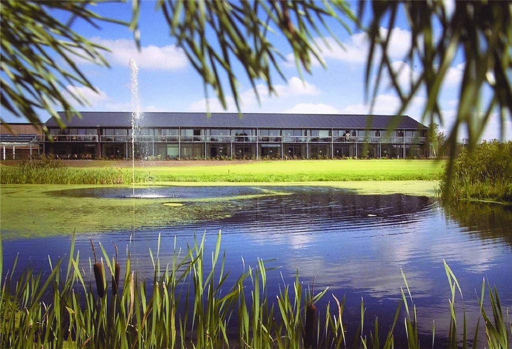 Himmerland Golf & Spa Resort tæller udover tre golfbaner også hotel og konferencefaciliteter. Foto: Booking.com