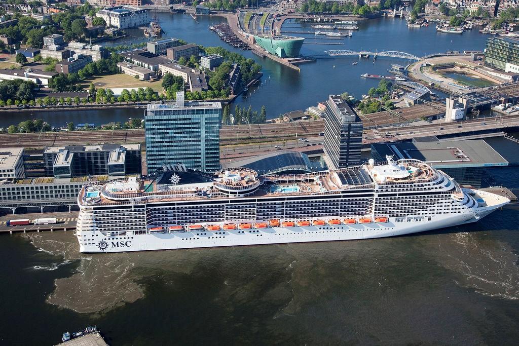 Krydstogtskib fra MSC Cruises i Amsterdam Havn (Foto: Port of Amsterdam)