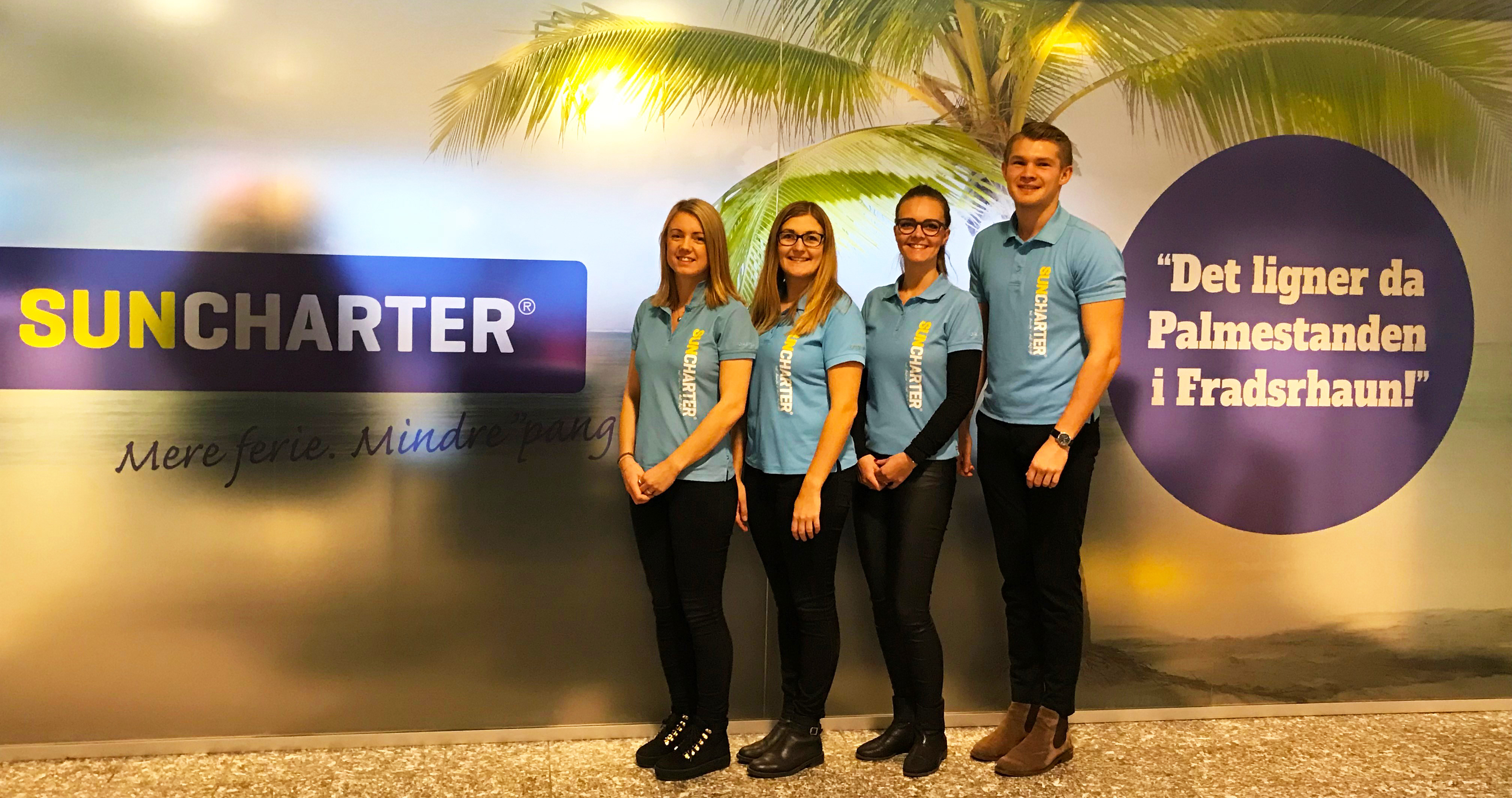 SunCharter-ansatte foran bureauets salgskontor i Aalborg Lufthavn, fra venstre Nanna Kathrine Nedergaard, Marlene Jensen, Lotte Kjær Lynggaard og Jonas Kock Kristensen. Foto: SunCharter.