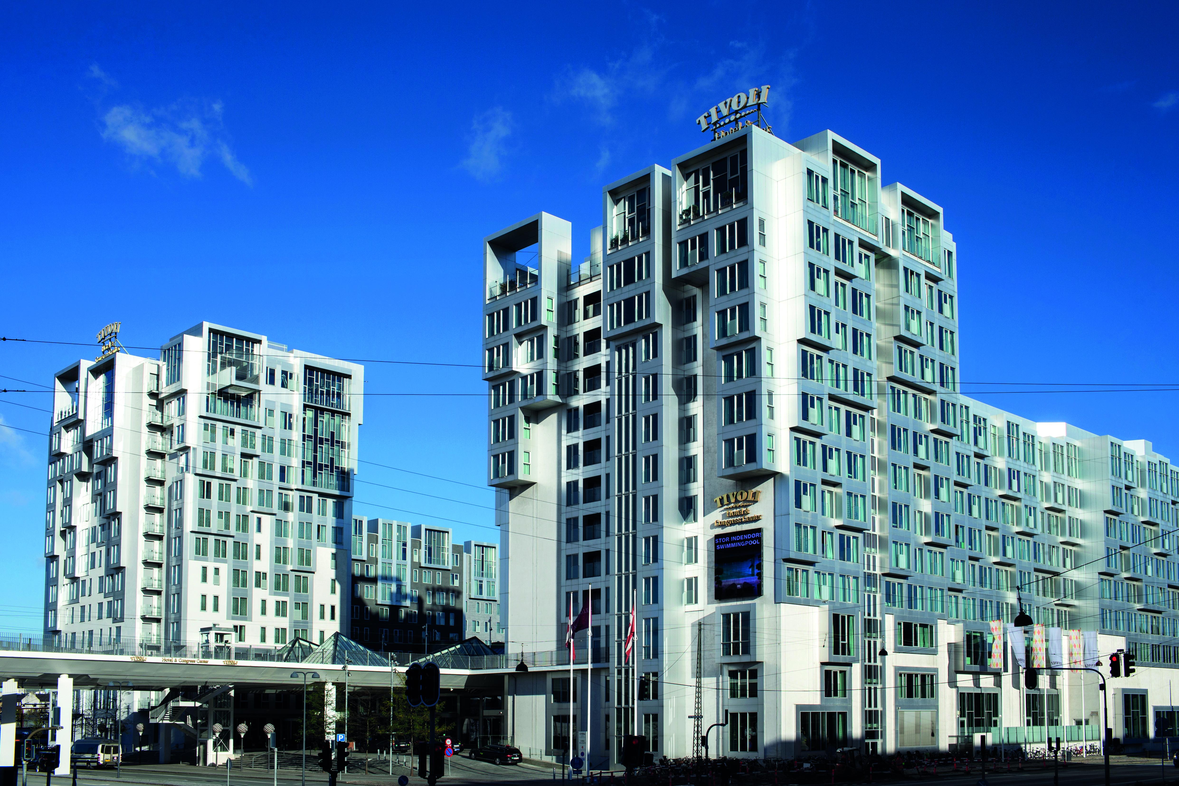 De tre ejere af Københavns største hotelgruppe, Arp-Hansen, er god for over to milliarder kroner. Kædens største hotel i antal værelser er Tivoli Hotel & Congress Center med 679 værelser. Foto: Arp-Hansen Hotel Group.
