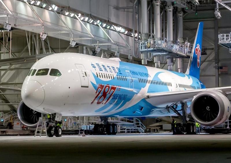 Boeing B787 nummer 787 ved flyfabrikkens største samlefabrik – i Everett uden for Seattle. Foto: Boeing.