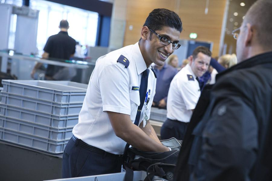 I gennemsnit ekspederer sikkerhedskontrollen i Københavns Lufthavn hver dag cirka 30.000 passagerer. Foto: Ernst Tobisch.