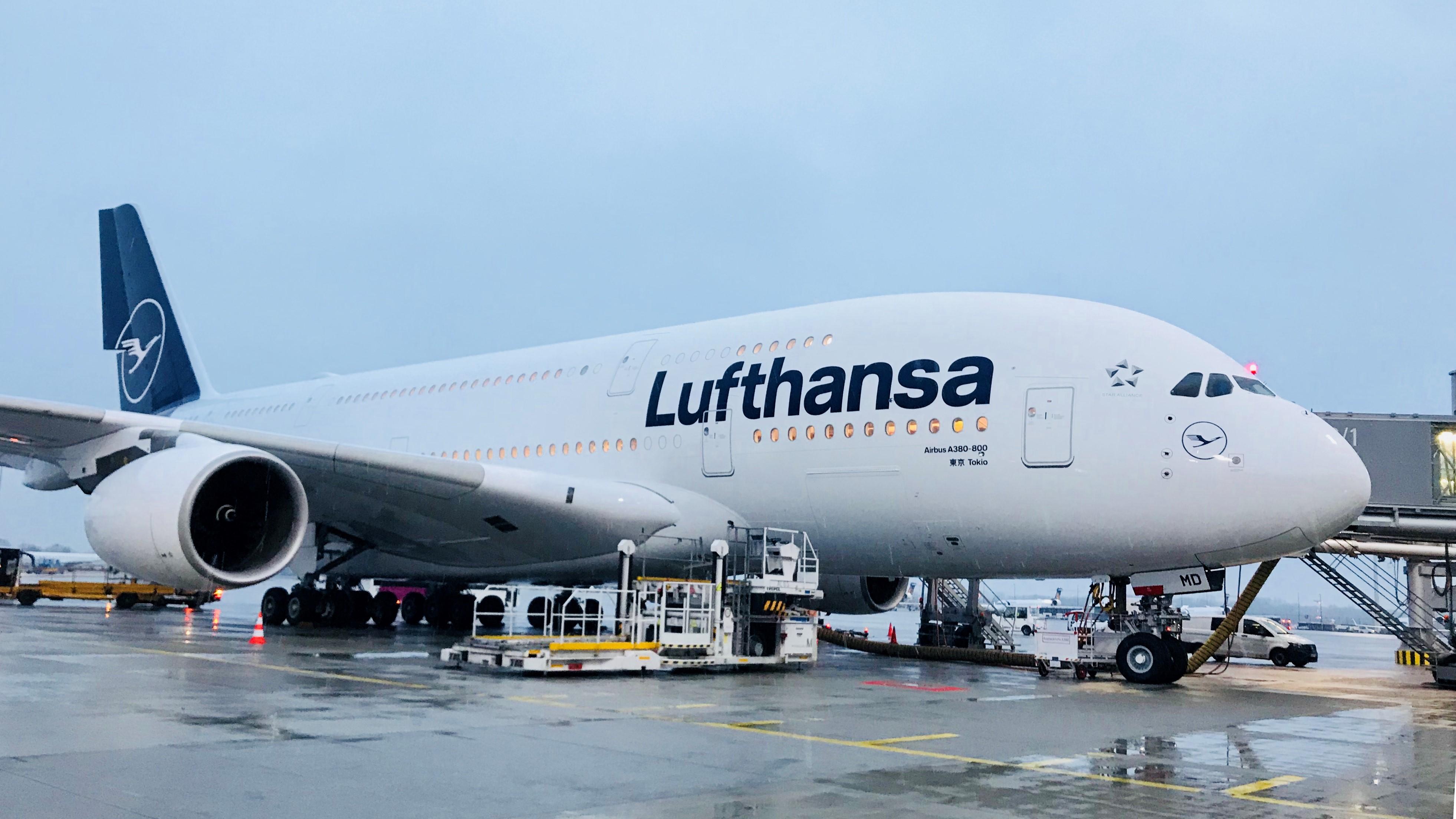 Den første Airbus A380 i den nye Lufthansa-bemaling. Foto: Lufthansa.