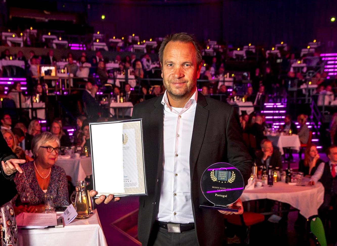 Stig Sommerfeldt Kaspersen var som Portugals turistchef i Danmark på scenen ved årets Danish Travel Awards, hvor Portugal genvandt prisen som Bedste Europæiske Rejseland. Foto: Michael Stub.