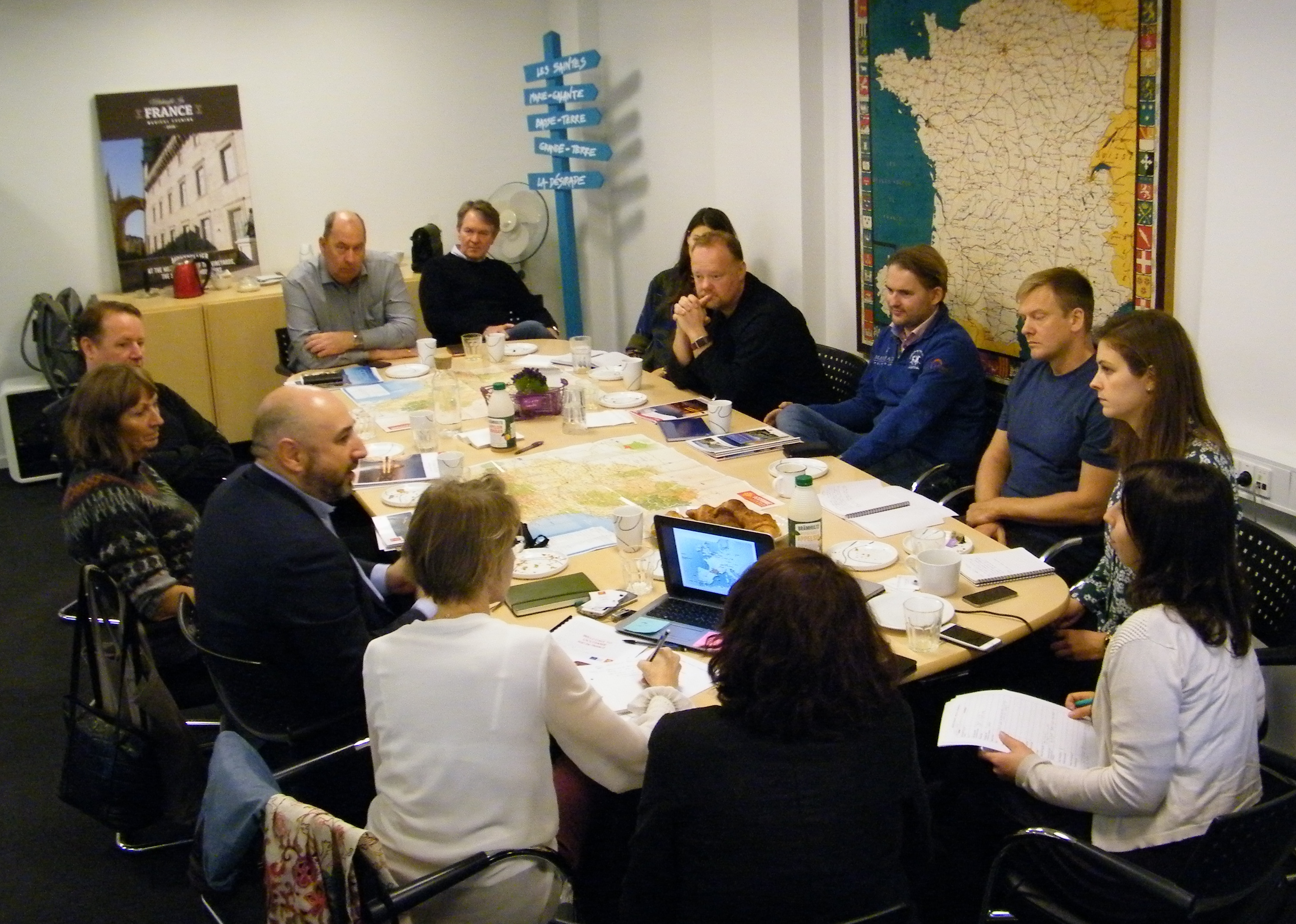 Fokusgruppe med blandt andet danske rejsebureauer og repræsentanter fra regionen Occitanie med Frankrigs fjerdestørste by, Toulouse, drøftede på møde hos Atout France potentialet for en flyrute mellem Toulouse og København. Foto: Henrik Baumgarten.