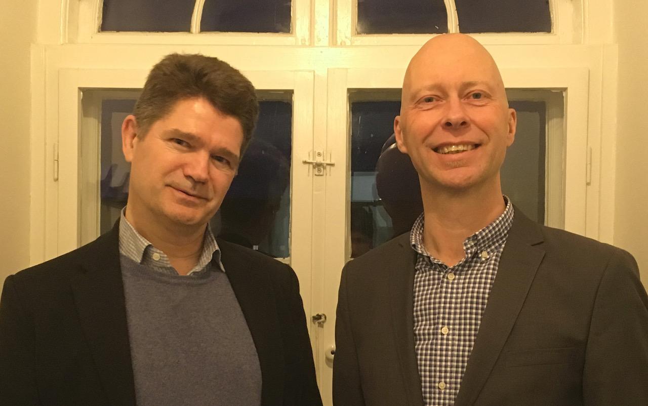 Jesper Rovsing Olsen t.v. og Peter Rasmussen står bag Silver Tray. (Privatfoto)