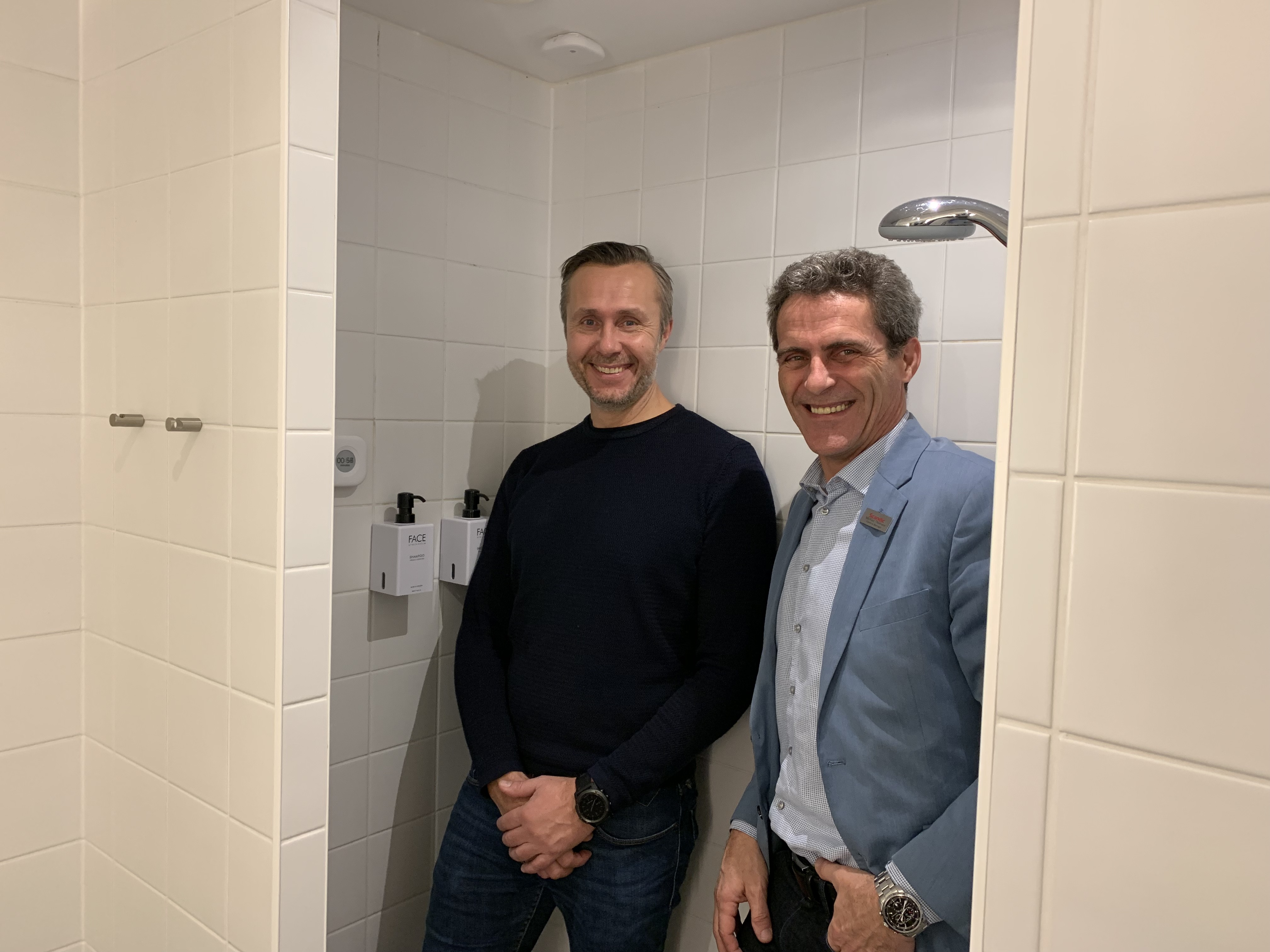 Aguardios direktør, Thomas Munch-Laursen, til venstre, og Michael Thomsen, hoteldirektør for Scandic Jacob Gade i Vejle. Foto: Scandic.