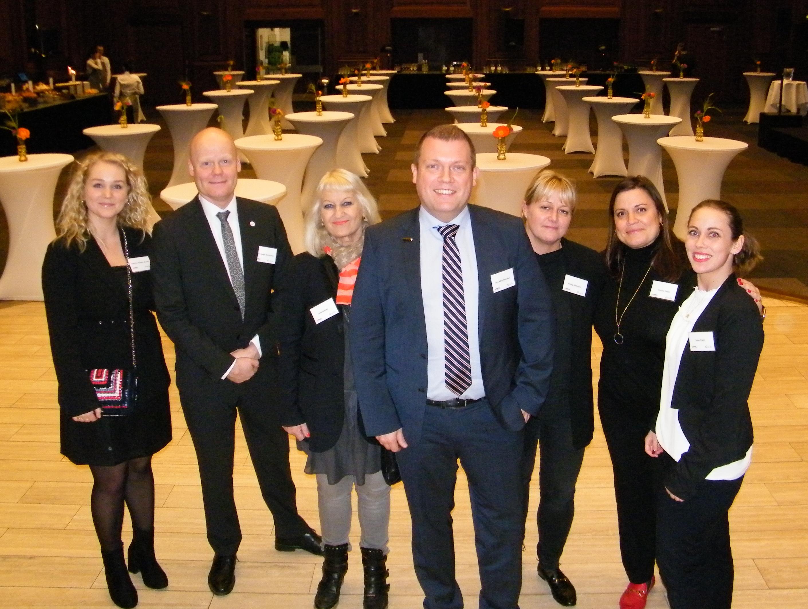 Chef for Tivolis B2B-salg, Lars Adler Petersen, i midten, med en del af hans team ved sammenkomsten torsdag på Axelborg. Foto: Henrik Baumgarten.