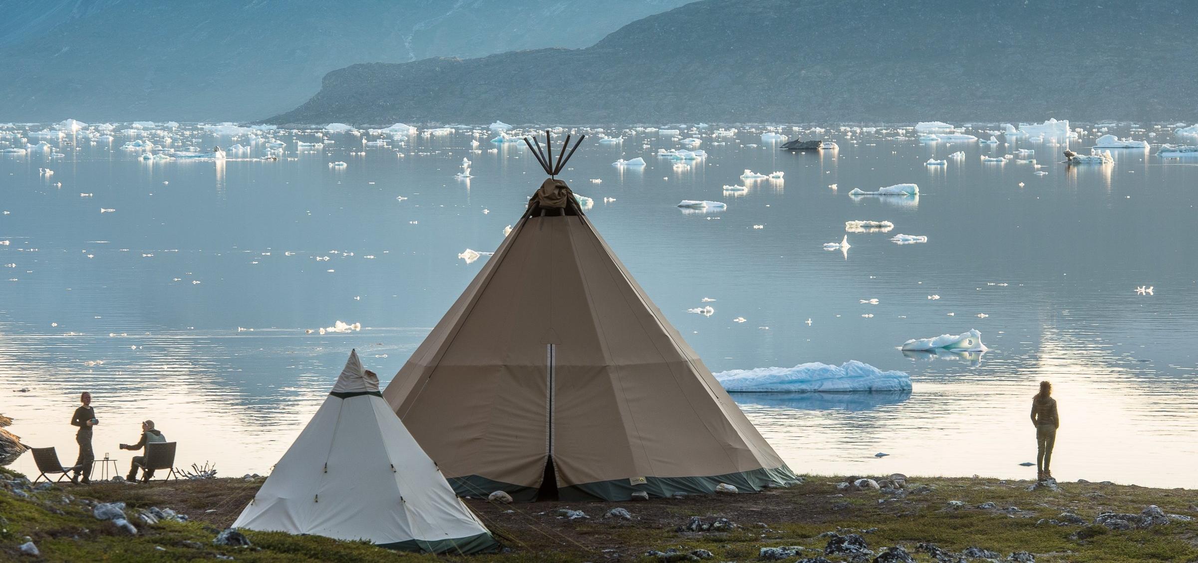Camp Kiattua var oprindeligt tænkt som en engangsferielejr for en velhavende ven af grundlæggeren af Tesla-koncernen, men har siden haft gæster fra blandt andet den jordanske kongefamilie. Foto: arctic-nomad.com