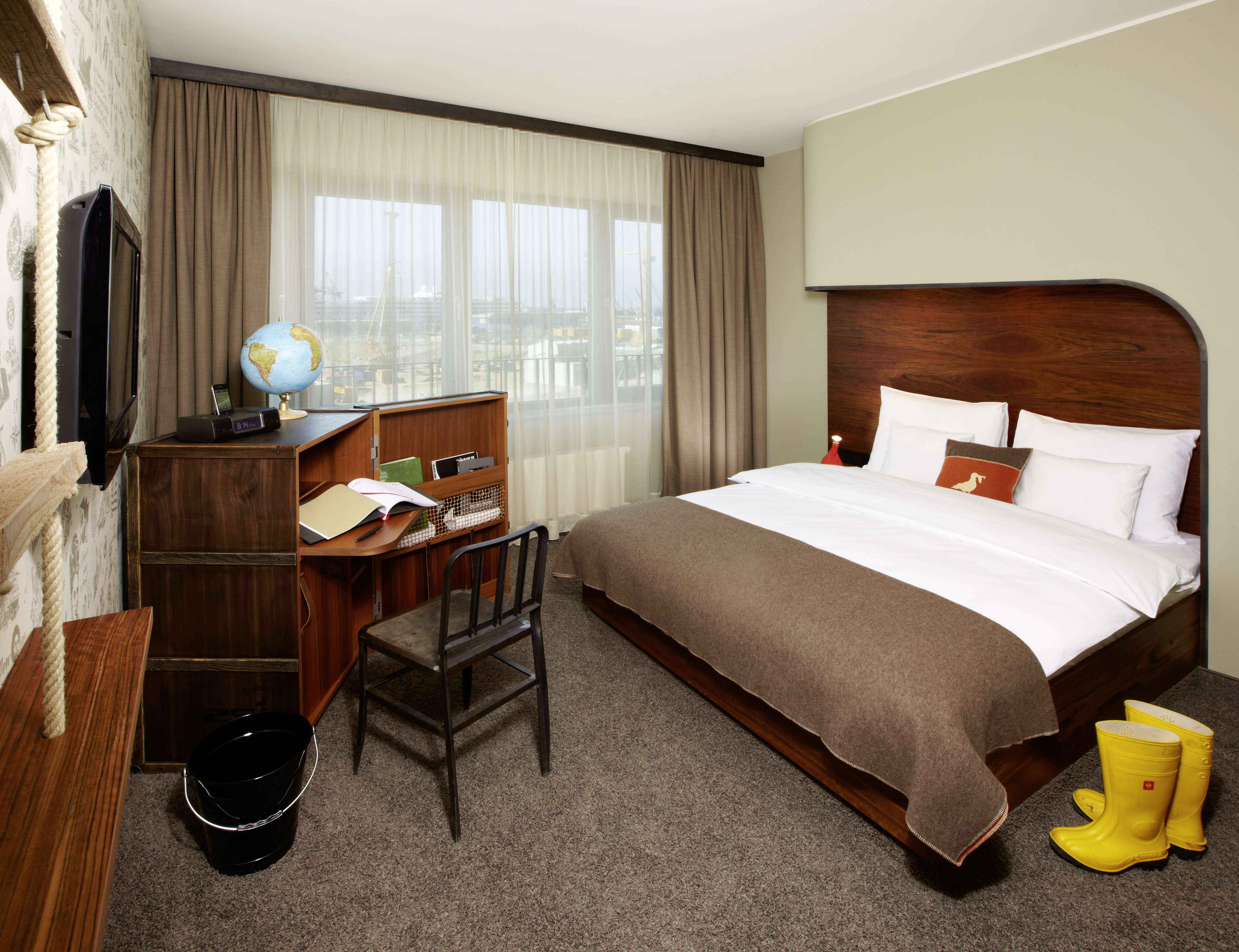 Alene i Hamborg har hotelkæden 25Hours tre hoteller – her et eksempel på et af værelserne på dets Hotel Hafen City. Pressefoto: Stephan Lemke for 25Hours.