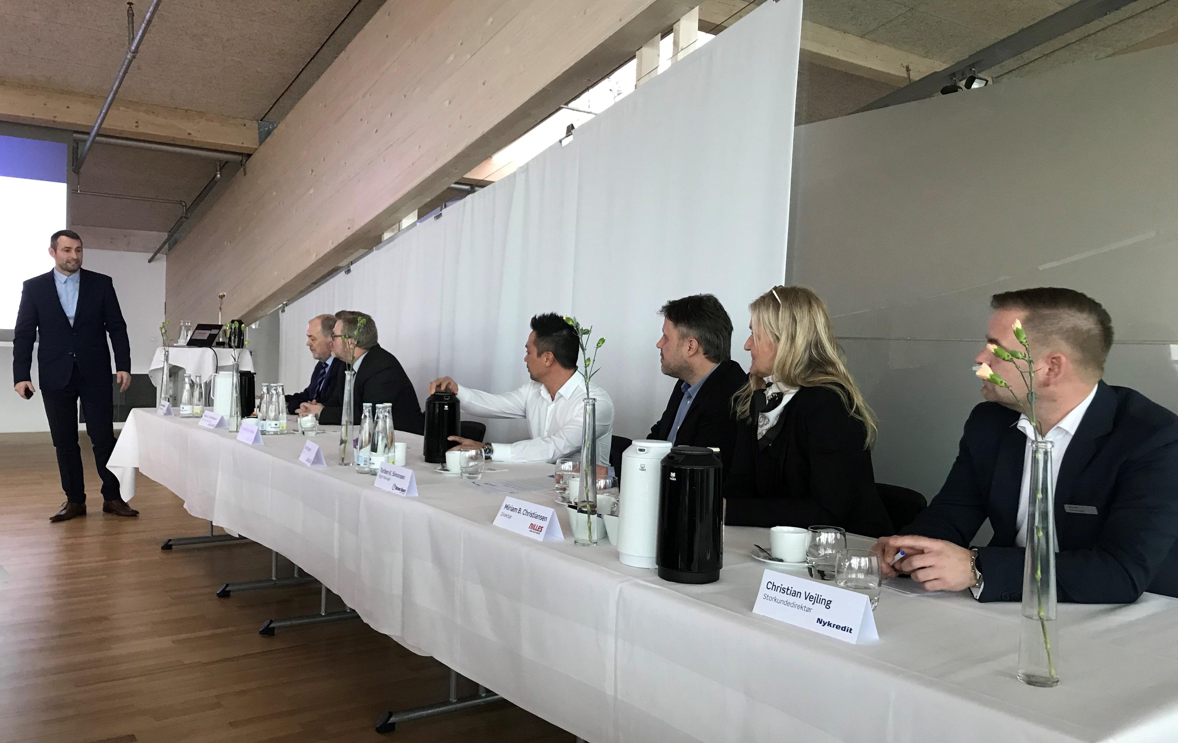 Repræsentanter fra Bravo Tours og Nilles Rejser deltog i pressemødet i Aalborg Lufthavn. (Foto: Ole Kirchert Christensen)