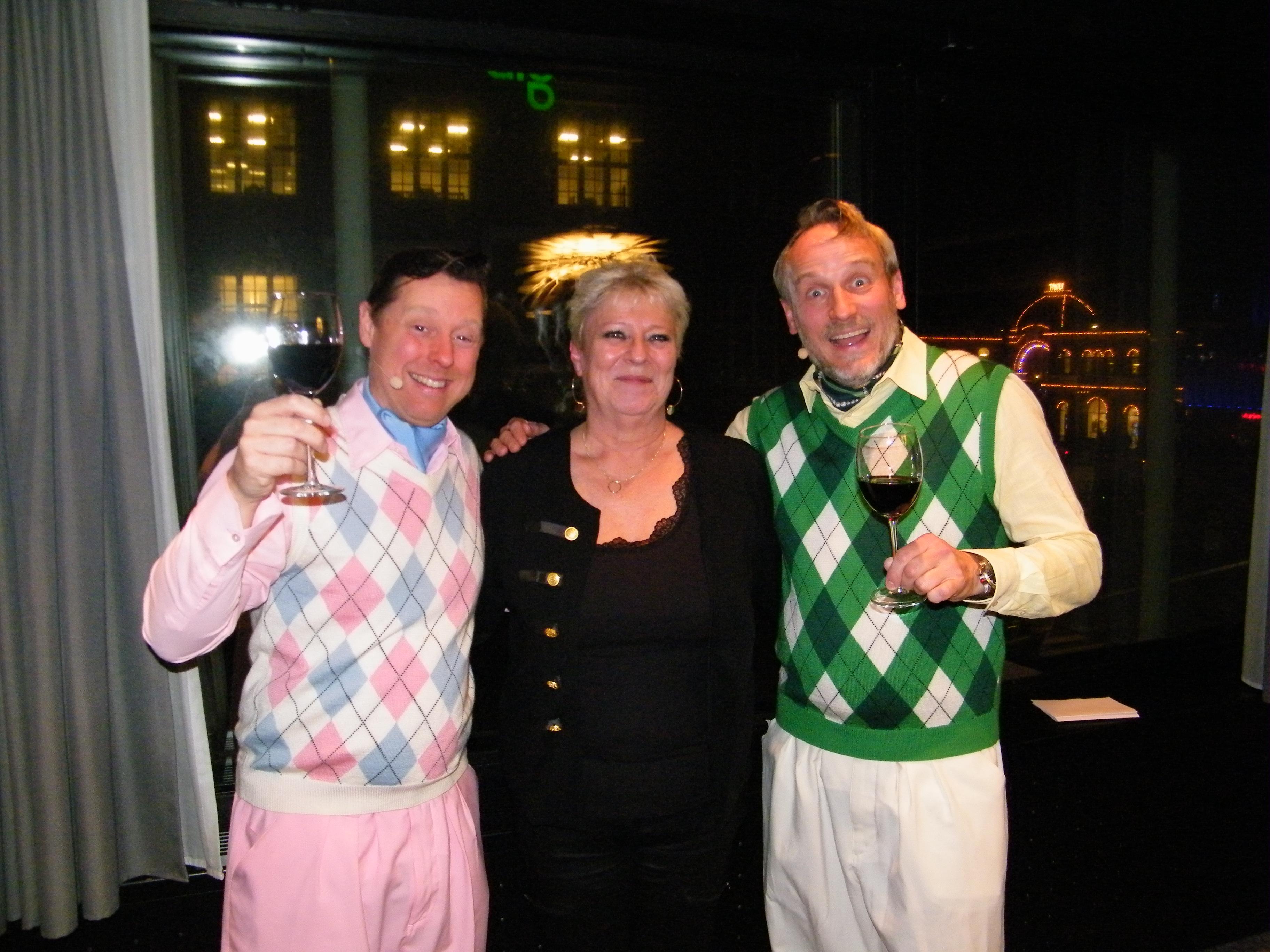 Rytteriet med Martin Buch, til venstre, og Rasmus Botoft flankerer næstformand i PATA Danmark, June Nielsen, der har et nært forhold til de to muntre sjæle der oftest køber deres rejser i Inter Travel, som June Nielsen er medejer af. Foto: Henrik Baumgarten.