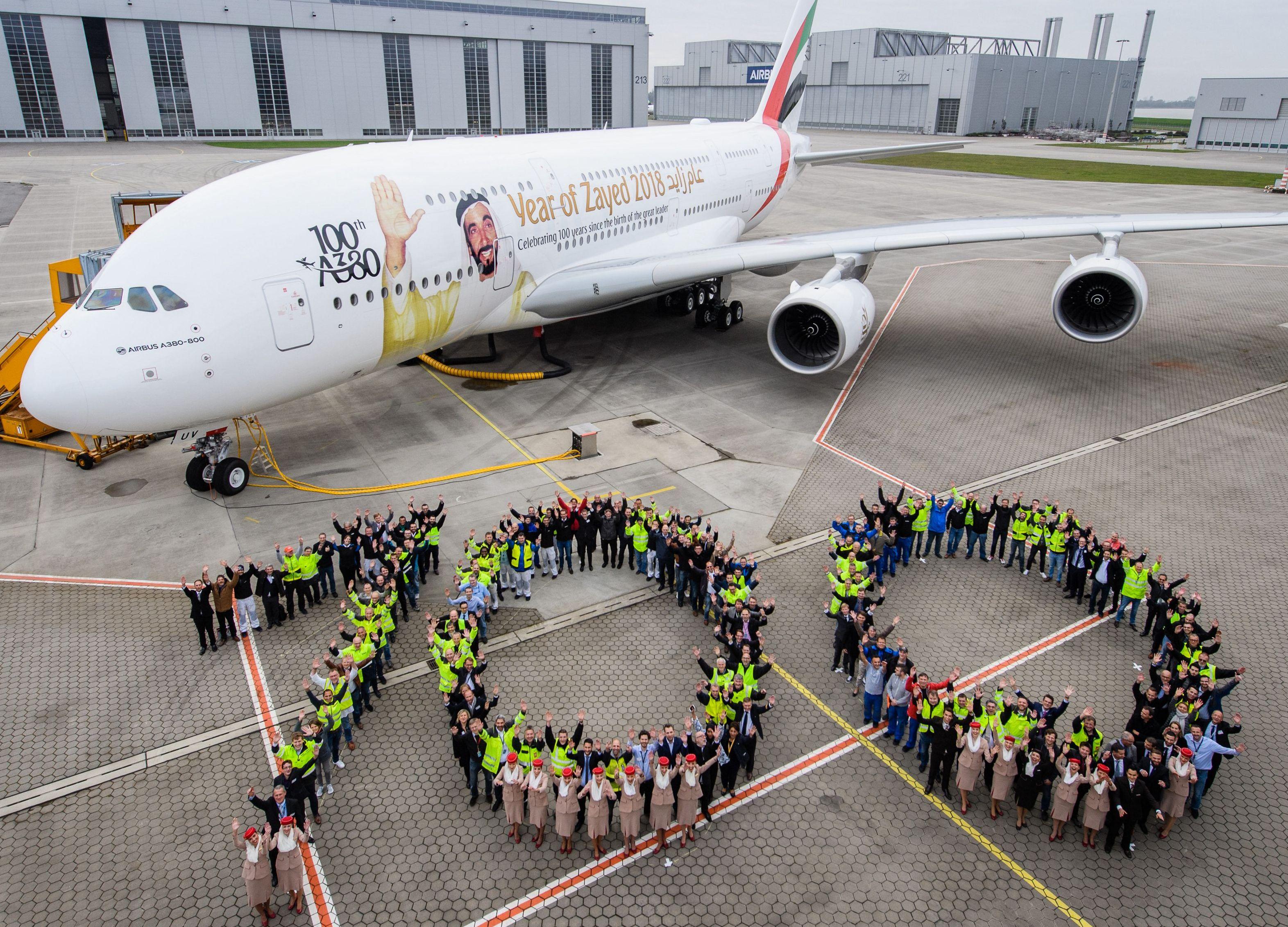 Emirates med Airbus A380 nummer 100; i snit starter eller lander en A380 hvert 4. minut et sted i verden.