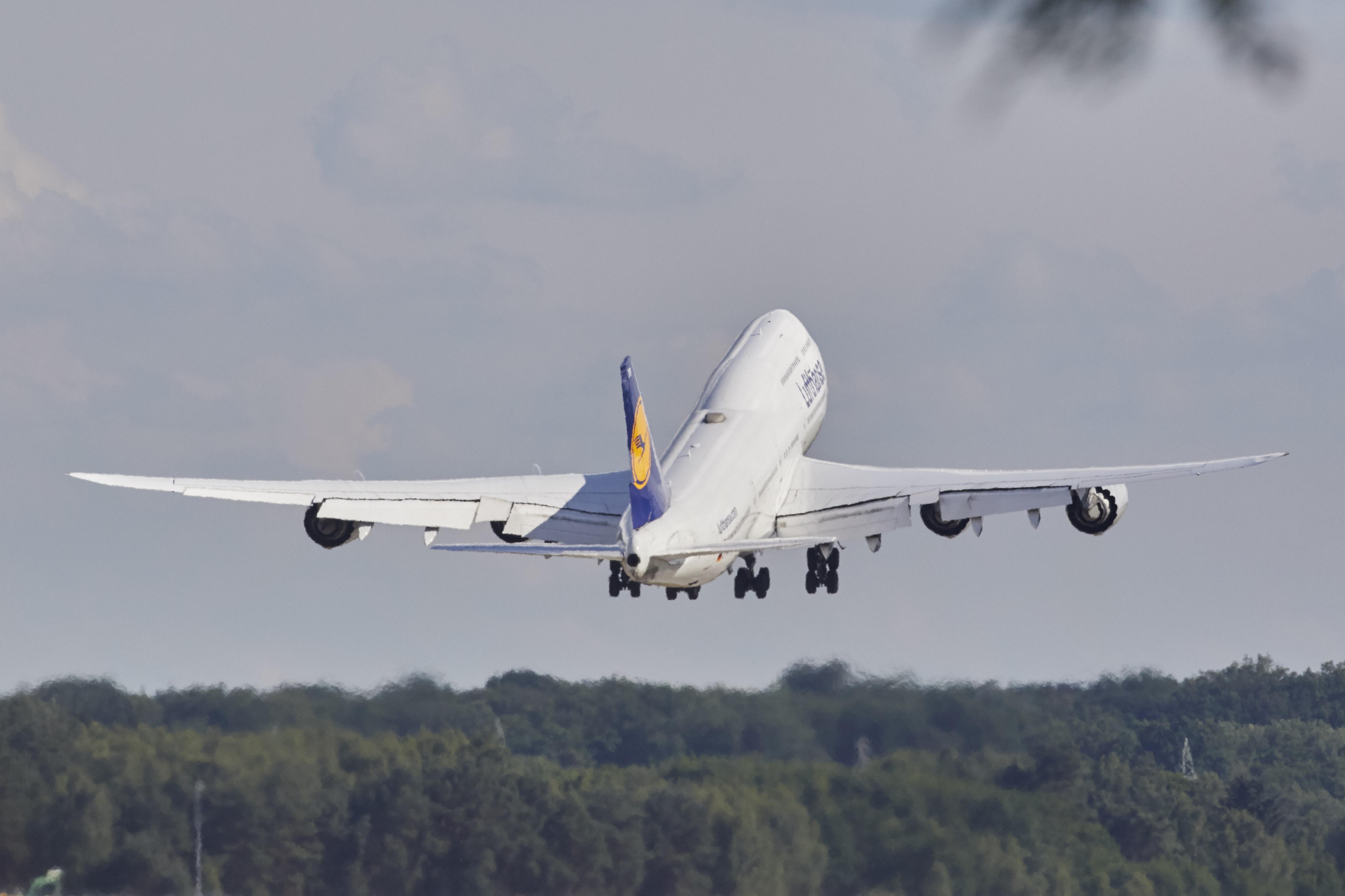 En Boeing B747 fra Lufthansa letter i 2017 fra lufthavnen i Frankfurt. Lufthansas to versioner af B747 fløj sidste år samlet med 5,4 millioner passagerer. Foto: Lufthansa.
