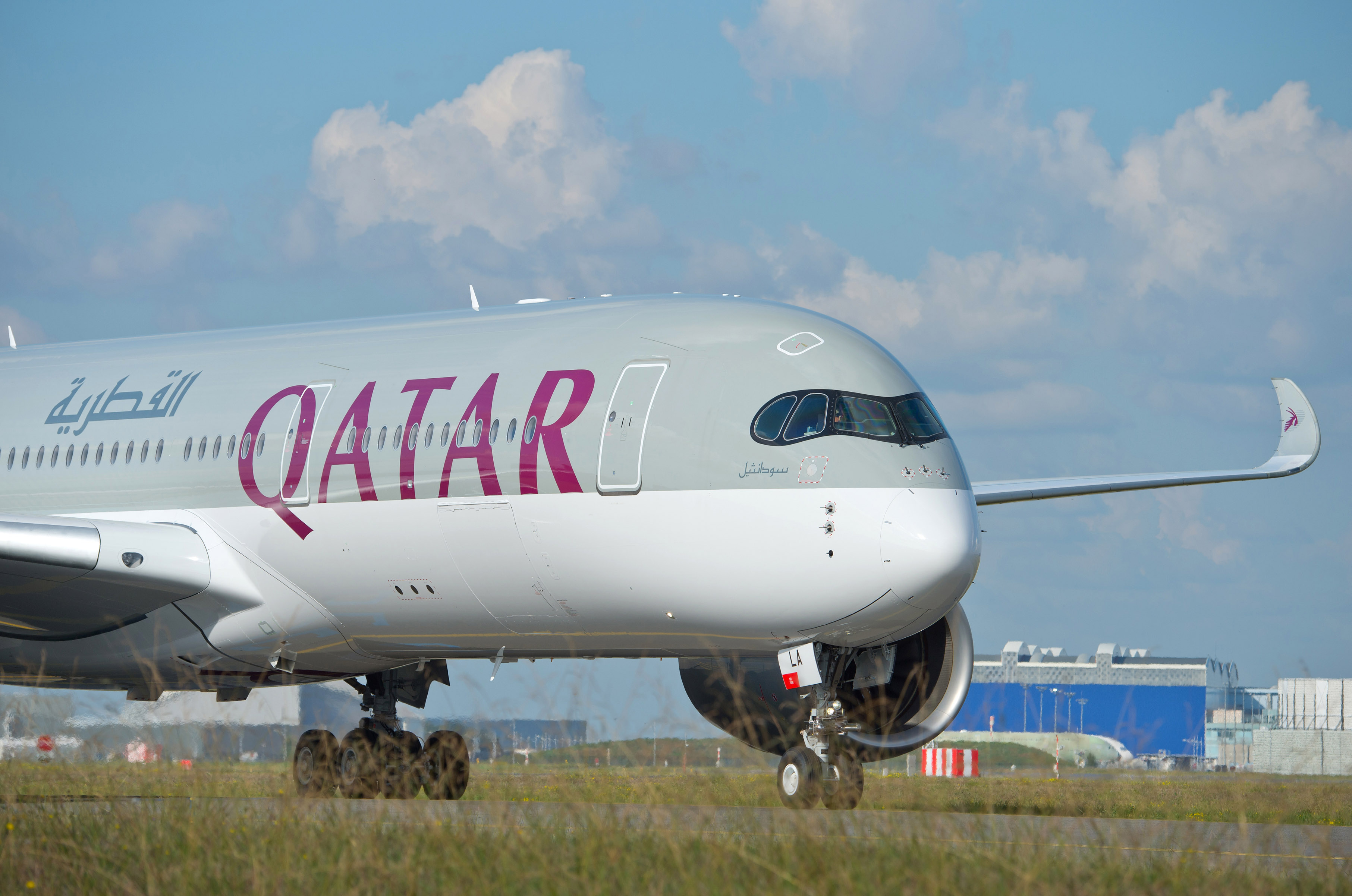 En Airbus A350 fra Qatar Airways – flyselskaber fortsætter med at øge i Norden, at åbne flere destinationer verden over samt investere i andre flyselskaber. Pressefoto: Qatar Airways.