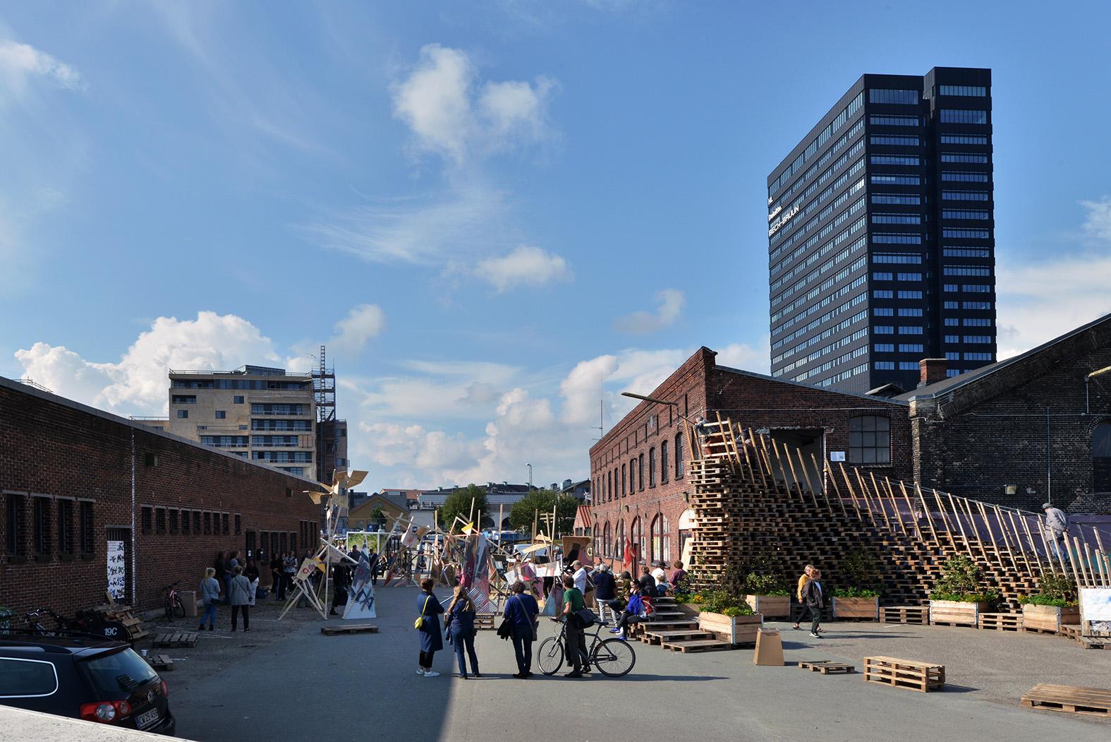 Sådan ser Sydhavnskvarteret ud i dag – Aarhus Kommune har store planer for områdets fremtid. Til højre Comwell Aarhus, det høje sorte tårn. Foto for Aarhus Kommune: Ib Sørensen.