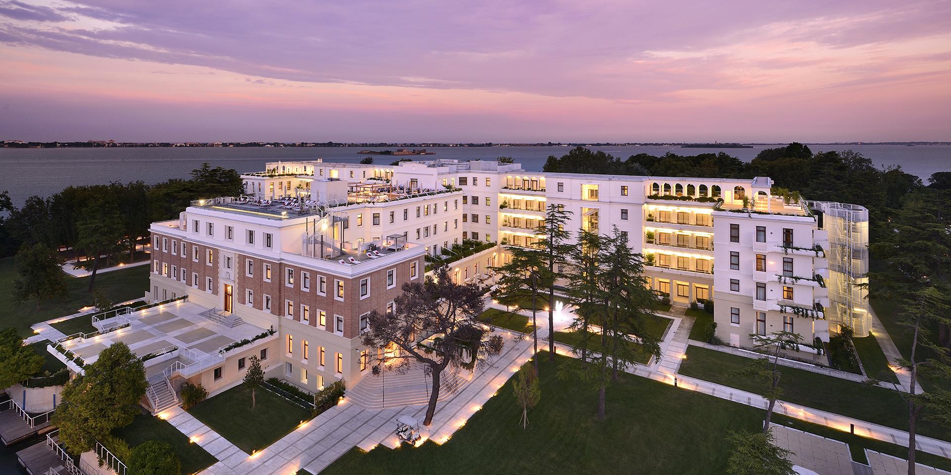 Marriott-koncernen har foreløbig 6.900 hoteller fordelt på 30 varemærker. Her er det et JW Marriott-hotel i nærheden af Venedig. Pressefoto fra Marriott.