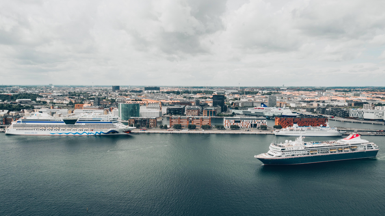 Krydstogtskibe i Københavns Havn – dem kommer der i år omkring 350 af med 980.000 passagerer – over 100.000 flere end sidste år. Foto: Wonderful Copenhagen.