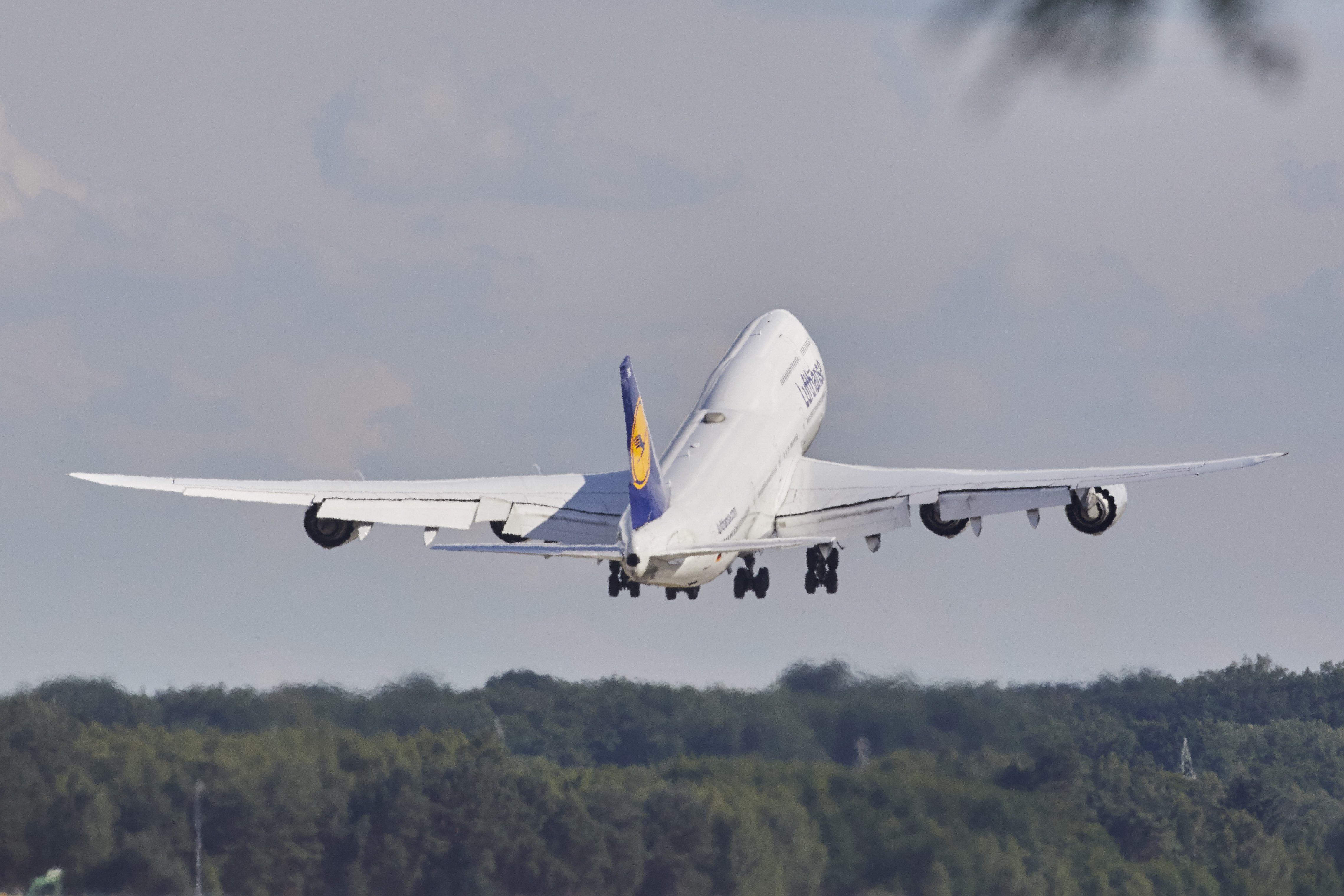 Kronprins Frederik og hans følge til statsbesøget i Argentina fløj fra Frankfurt med en Boeing B747 fra Lufthansa, men flyet blev omdirigeret til Paraguay. Arkivpressefoto fra Lufthansa.
