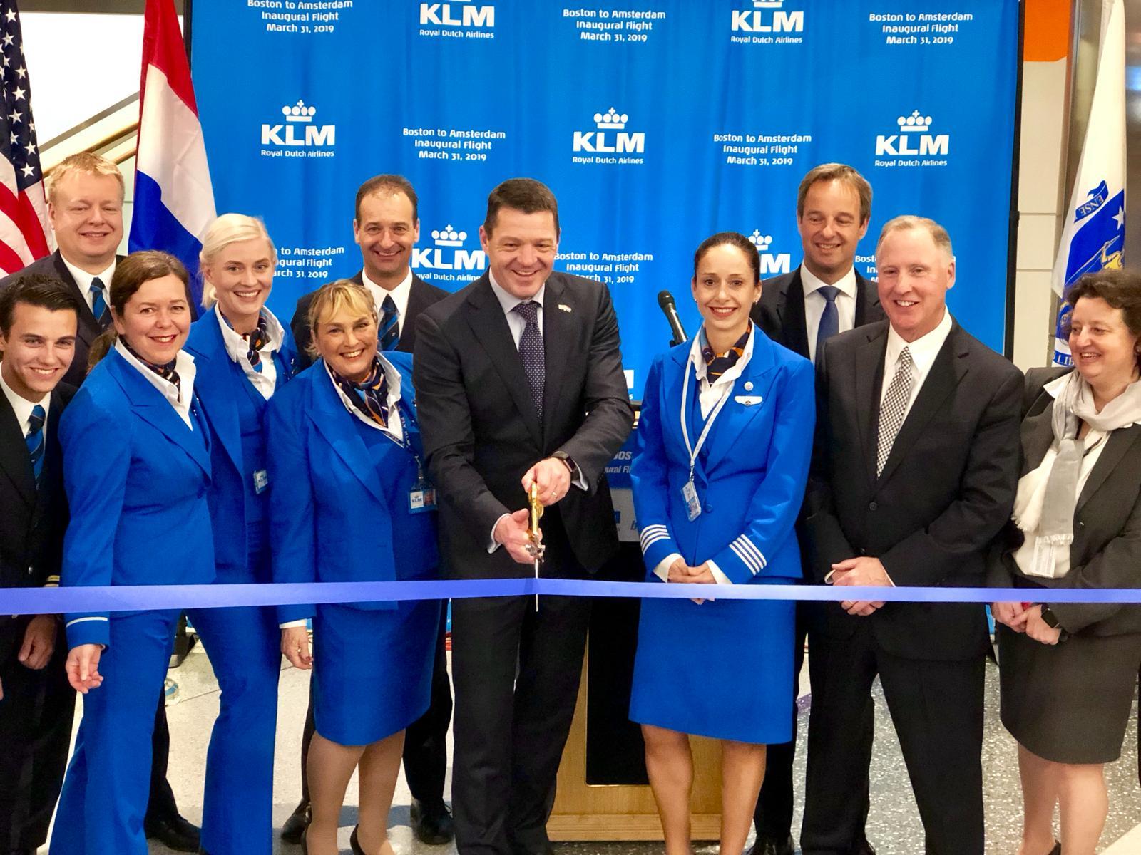 KLM markerer første afgang fra Amsterdam mod Boston. Ruten flyves i første omgang tre gange om ugen. Pressefoto.