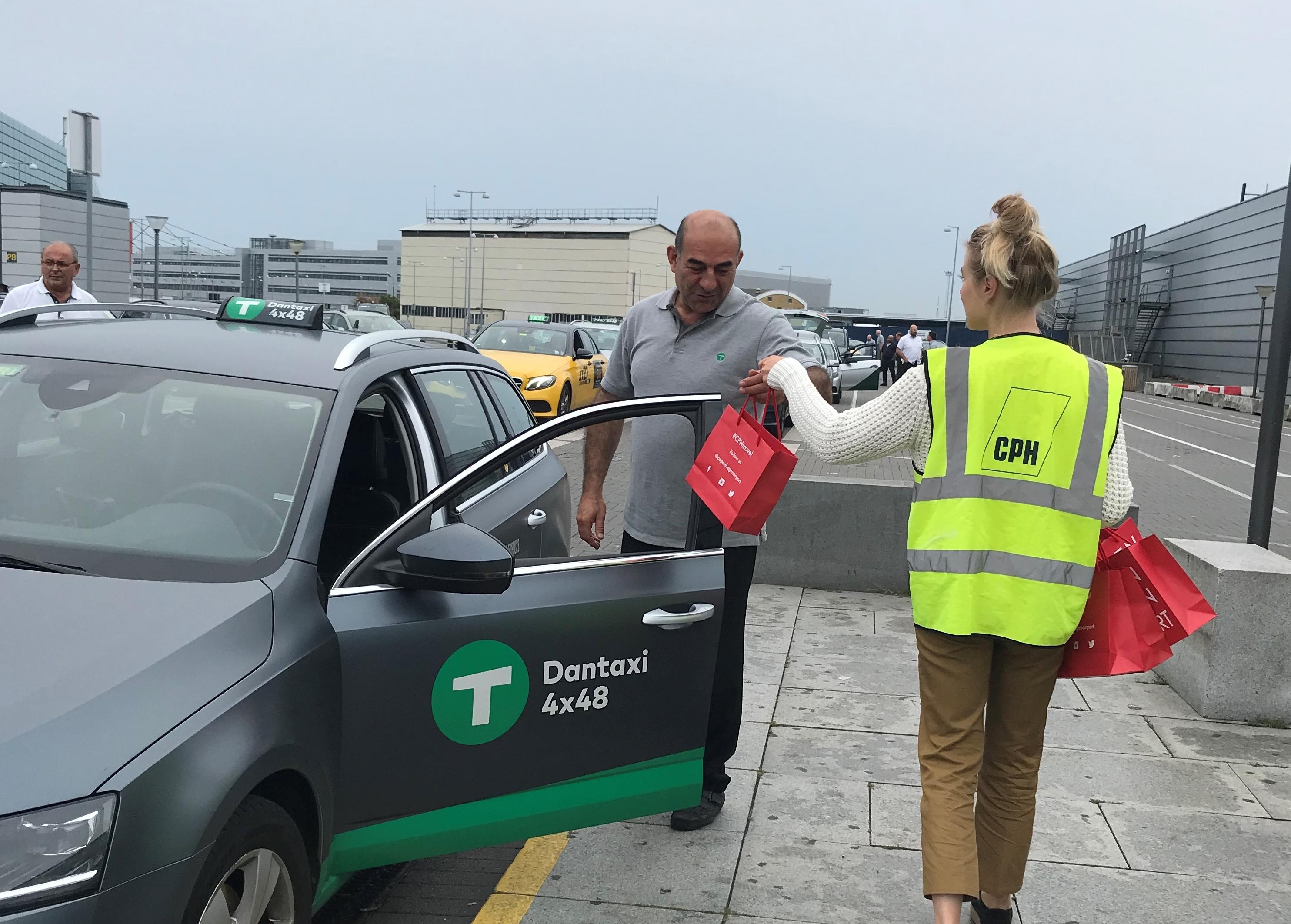 Dantaxi, det største taxiselskab i Region Hovedstaden og i Danmark, har haft ekstra kørsler mellem landsdele i Danmark som følge af SAS' pilotstrejke. Arkivfoto fra Københavns Lufthavn.