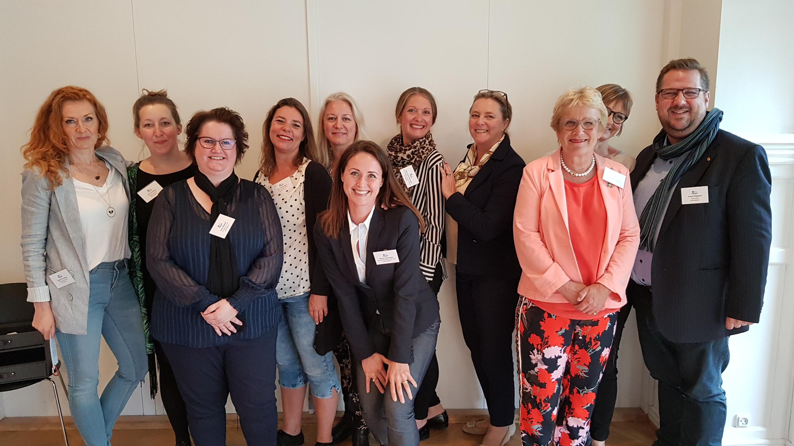 De fleste medlemmer af den nye MPI Denmark bestyrelse, fra venstre formand Majbritt Sandberg, Anne Seeberg, Anne Dalgaard, Tine Kampmann, Didde Steinmann, Christa Rosengren, Anna Hjorth Simonsen, Tina Wolstrup, Hanne Tulinius, Christina Spangsberg, Svend Dalgaard. Foto: MPI.