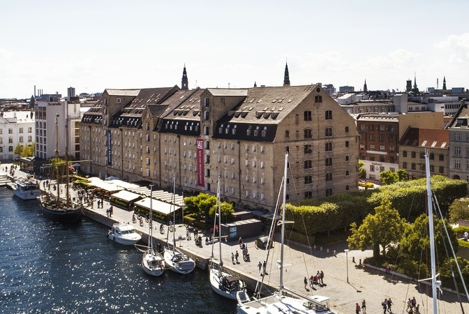Firestjernede Admiral Hotel ved Københavns Havn er med sine 366 værelser det 15. største i Danmark – men er Danmarks i særklasse bedste hotel til at tjene penge. Nu er der sonderinger i gang om muligt salg af det privatejede hotel. Arkivfoto.