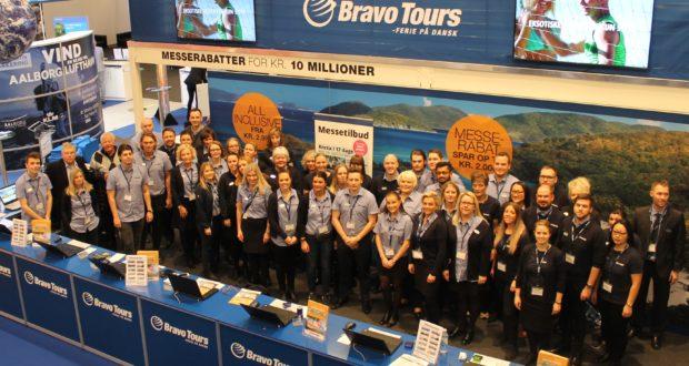 Bravo Tours har fået chefrokade på plads med ny i spidsen for dets andet danske rejsebureau, Sun Tours, samt nye ledere for den store gruppeafdeling samt sit golfrejseområde. Her er personale fra Bravo Tours under Ferie for Alle-rejsemessen i Messecenter Herning. Arkivfoto.