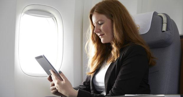 Stadig flere forretningsrejsende bruger computere og anden teknologi til at bestille flyrejser og hotelovernatninger, viser ny undersøgelse. Arkivpressefoto fra Lufthansa.