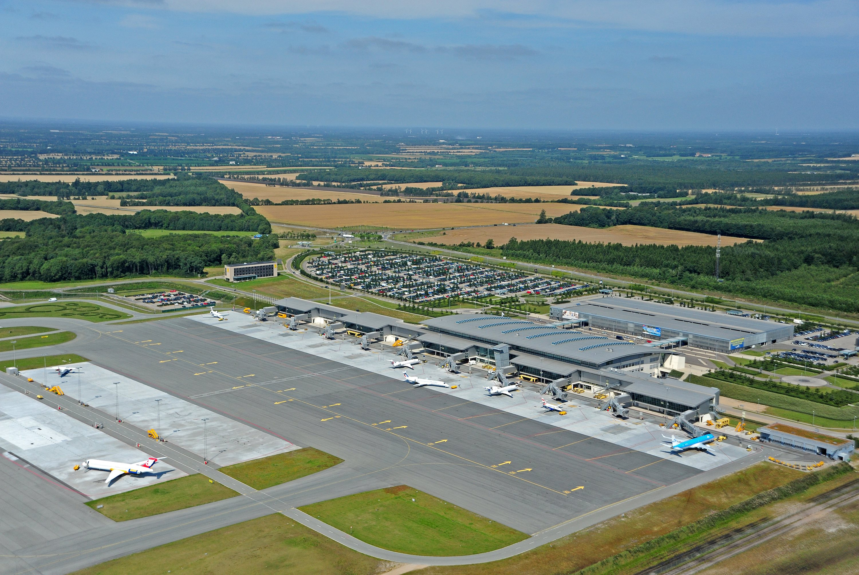 Terminal og forplads i Billund Lufthavn. Foto: Billund Lufthavn