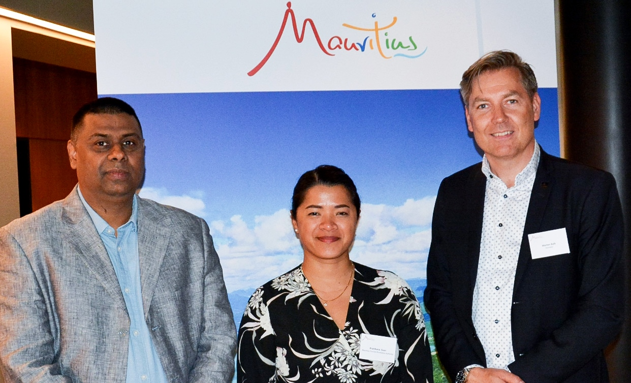 Mauritius Nordic Roadshow i København. Fra venstre Ashwin Cahoolessur, Mauritius Tourism Promotion Authority(MTPA), Pratthana Svan, MTPA Marketing Manager Nordic og Morten Balk, Country Manager for Emirates i Danmark.