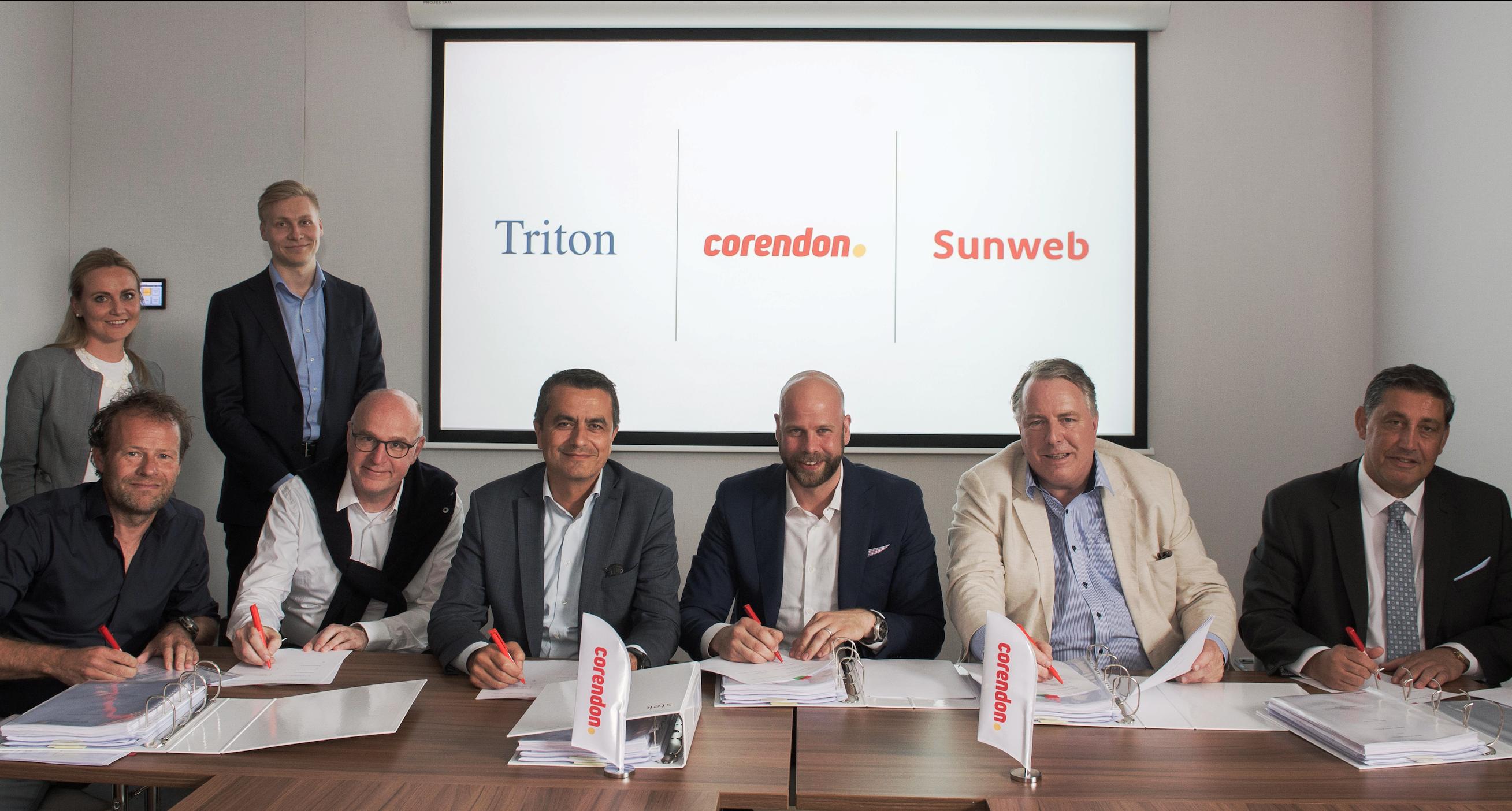 Underskriftsceremonien ved Tritons køb af Corendon gennem Sunweb Group. (Foto: Sunweb/PR)