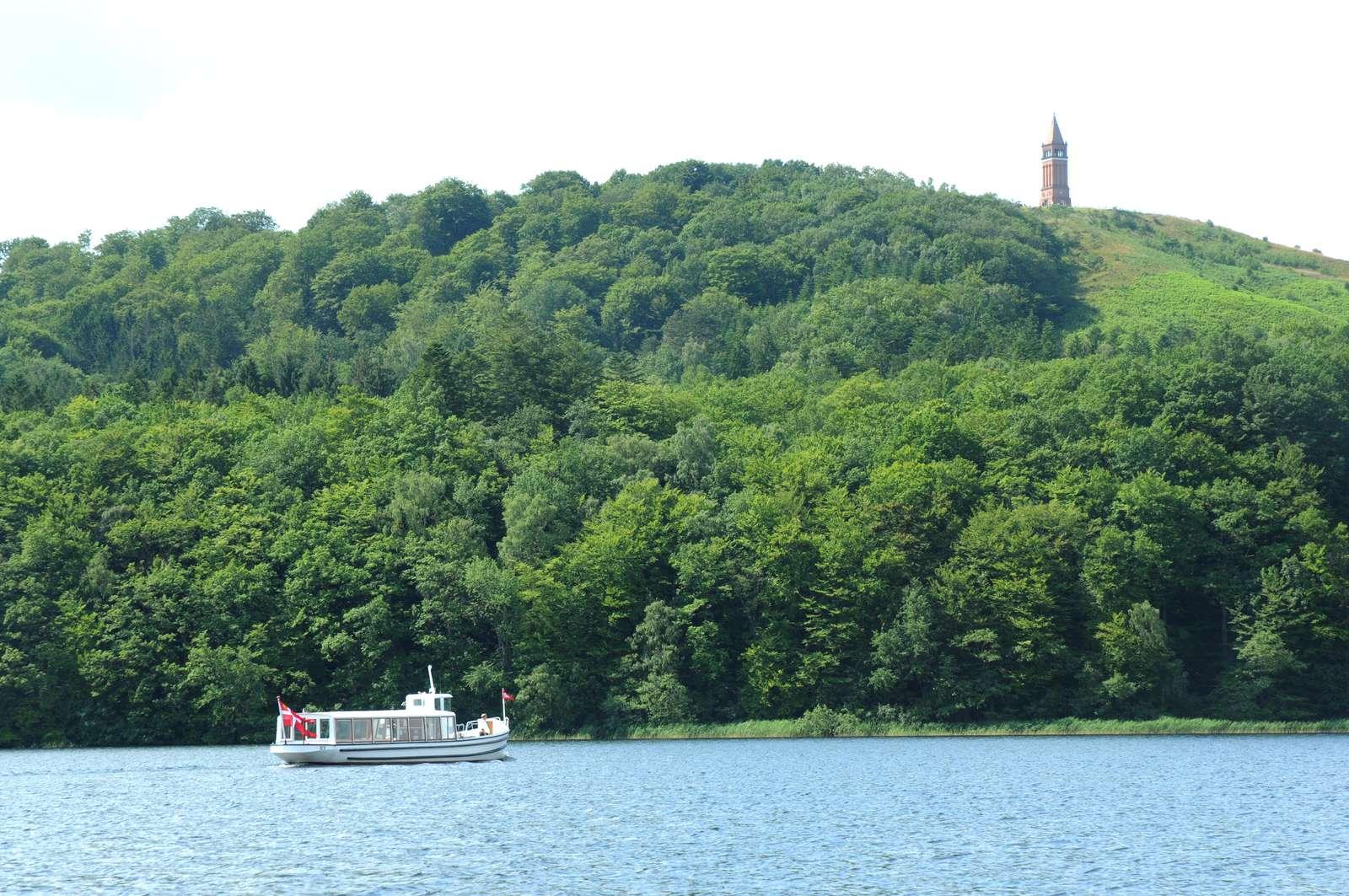 Søhøjlandet med Himmelbjerget i baggrunden er blandt Skanderborgs mest kendte turistattraktioner. Skanderborg bliver fra årsskiftet nyeste medlem af VisitAarhus-samarbejdet. Pressefoto: VisitSkanderborg.