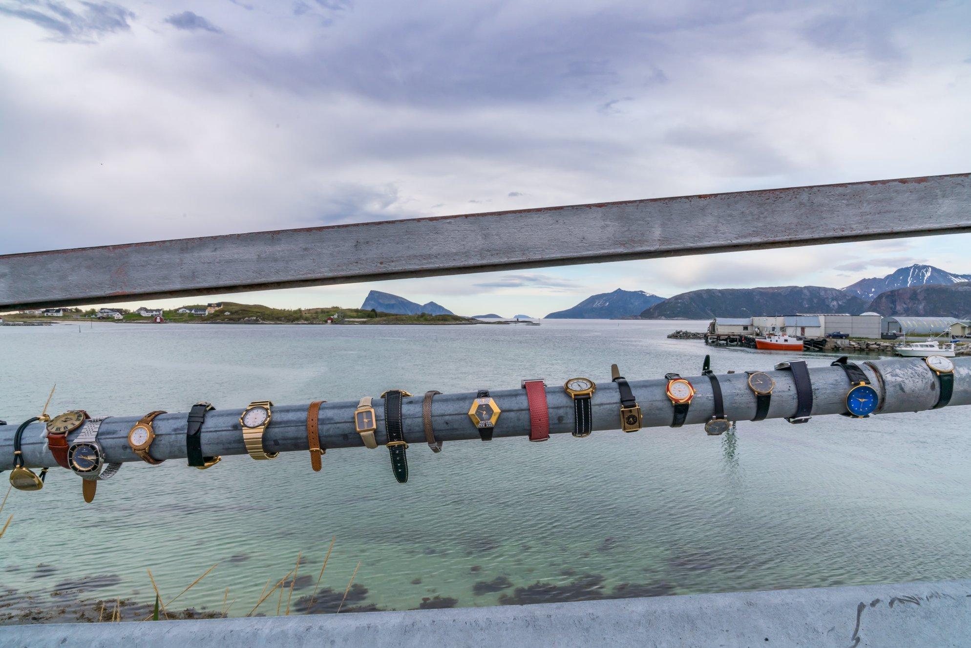 """Illustrationen til Visit Norways falske nyhed om at """"Sommarøy"""" i det nordlige Norge ville afskaffe tiden. Foto Jøran Mikkelsen, Visit Norway."""